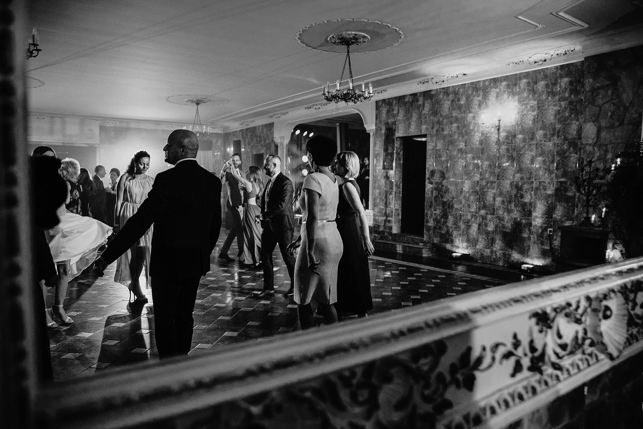 Płacz, łzy, śmiech, szał mieszanka wybuchowych emocji na niezapomnianym ślubie w Jaocinie| fotograf ślubny Konin 471