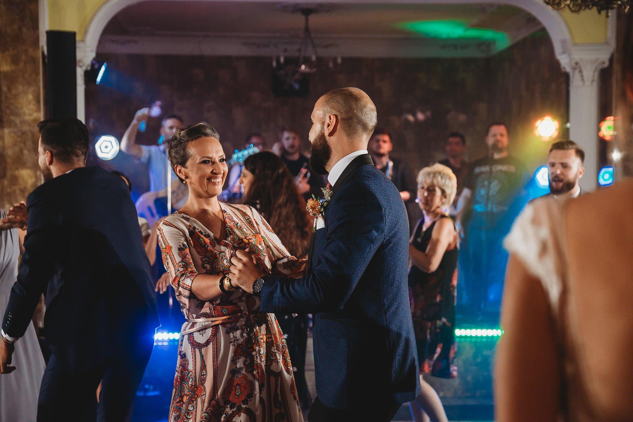 Płacz, łzy, śmiech, szał mieszanka wybuchowych emocji na niezapomnianym ślubie w Jaocinie| fotograf ślubny Konin 477