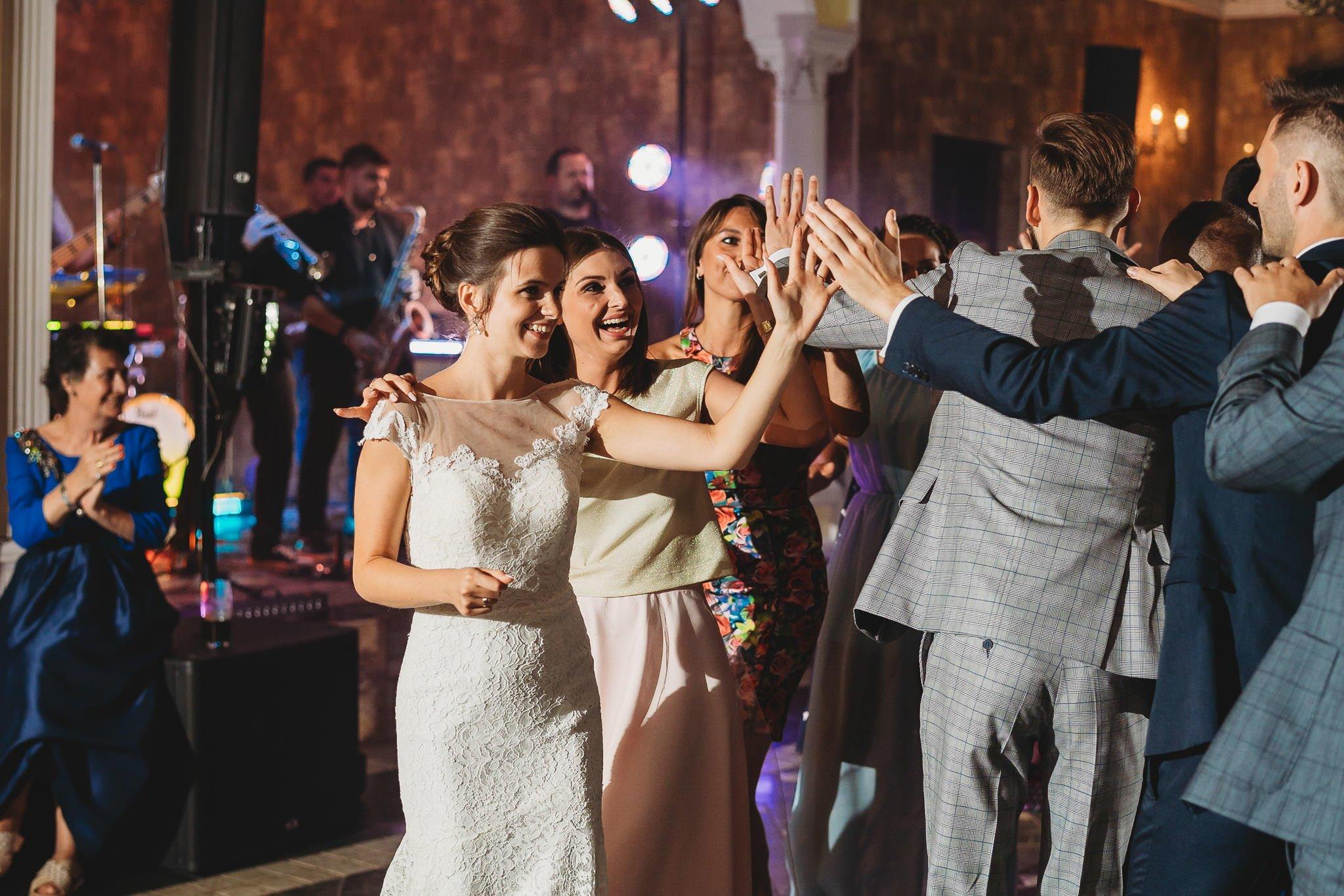 Płacz, łzy, śmiech, szał mieszanka wybuchowych emocji na niezapomnianym ślubie w Jaocinie| fotograf ślubny Konin 487