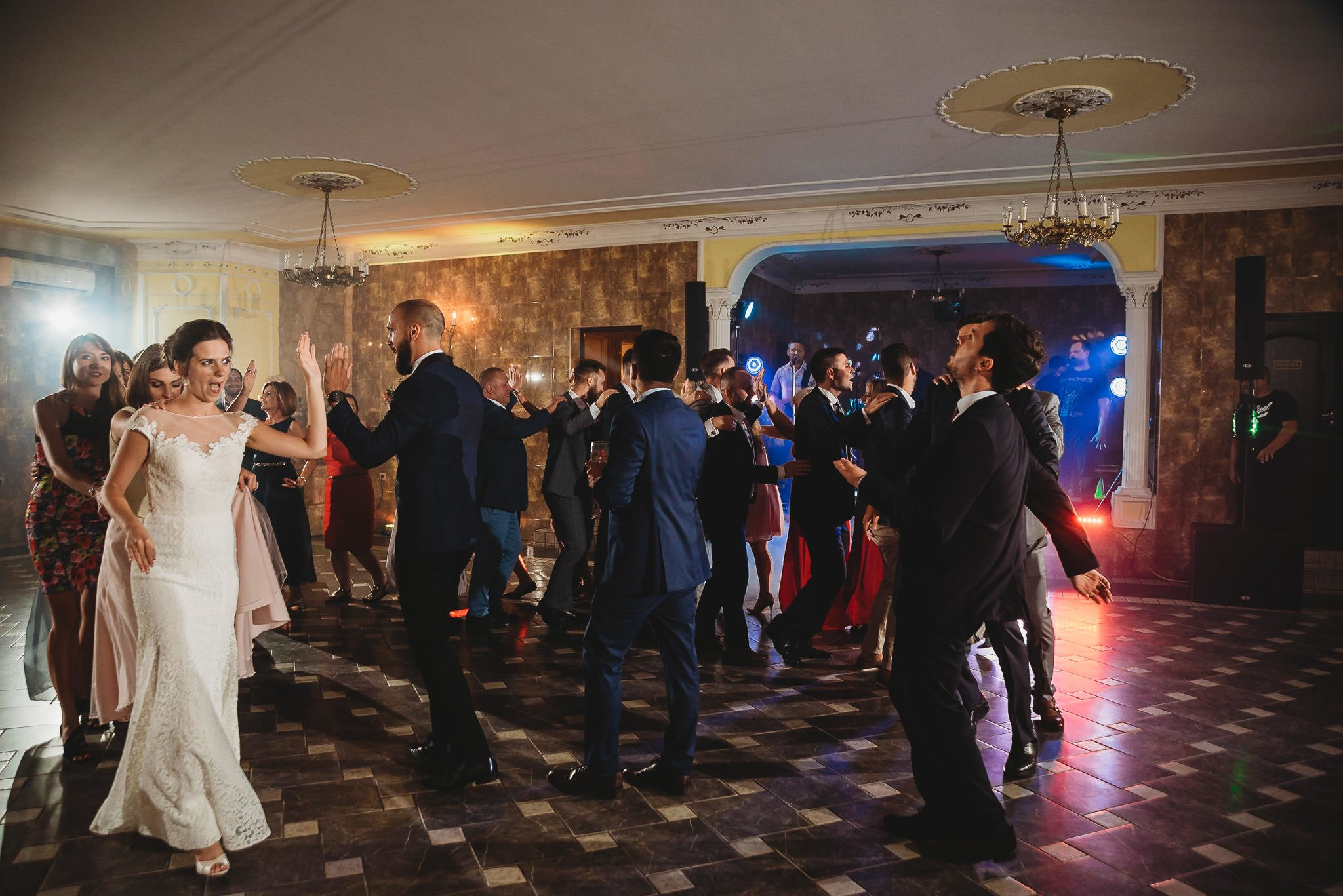 Płacz, łzy, śmiech, szał mieszanka wybuchowych emocji na niezapomnianym ślubie w Jaocinie| fotograf ślubny Konin 489