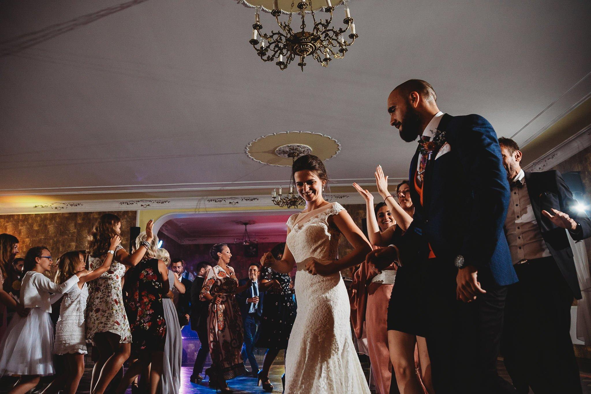 Płacz, łzy, śmiech, szał mieszanka wybuchowych emocji na niezapomnianym ślubie w Jaocinie| fotograf ślubny Konin 493
