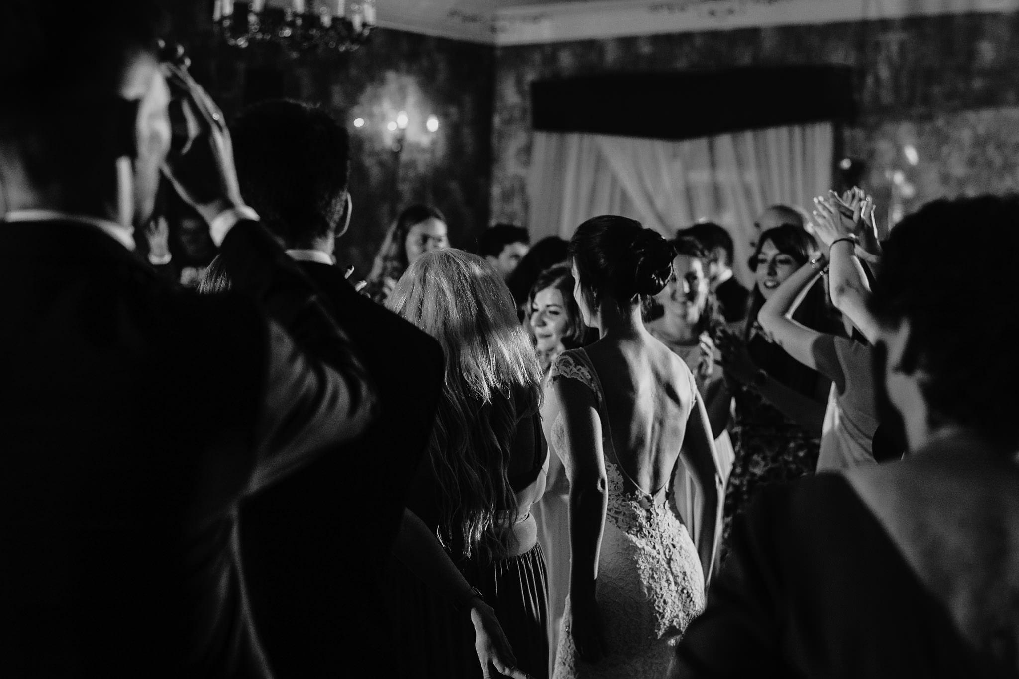 Płacz, łzy, śmiech, szał mieszanka wybuchowych emocji na niezapomnianym ślubie w Jaocinie| fotograf ślubny Konin 495