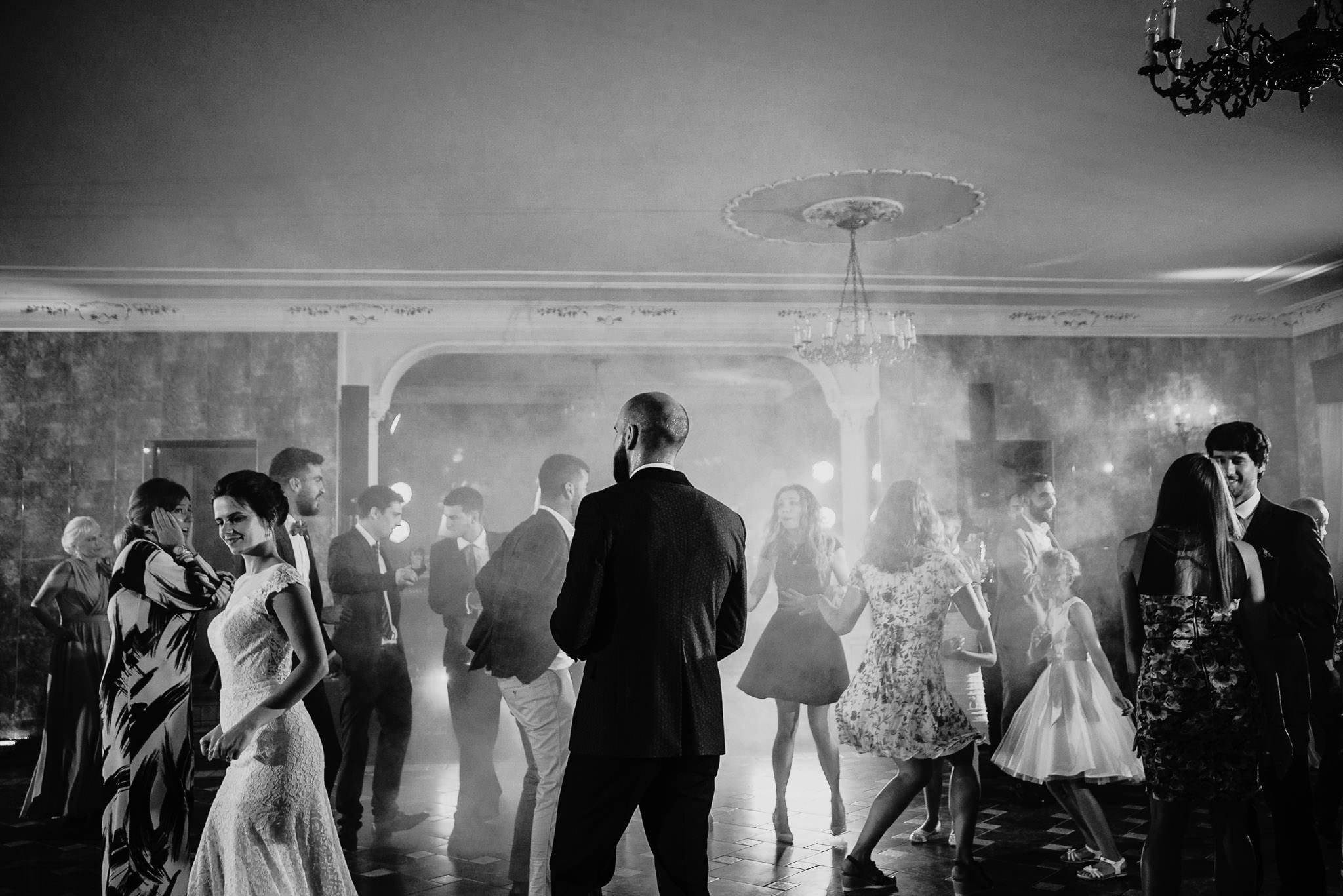 Płacz, łzy, śmiech, szał mieszanka wybuchowych emocji na niezapomnianym ślubie w Jaocinie| fotograf ślubny Konin 506