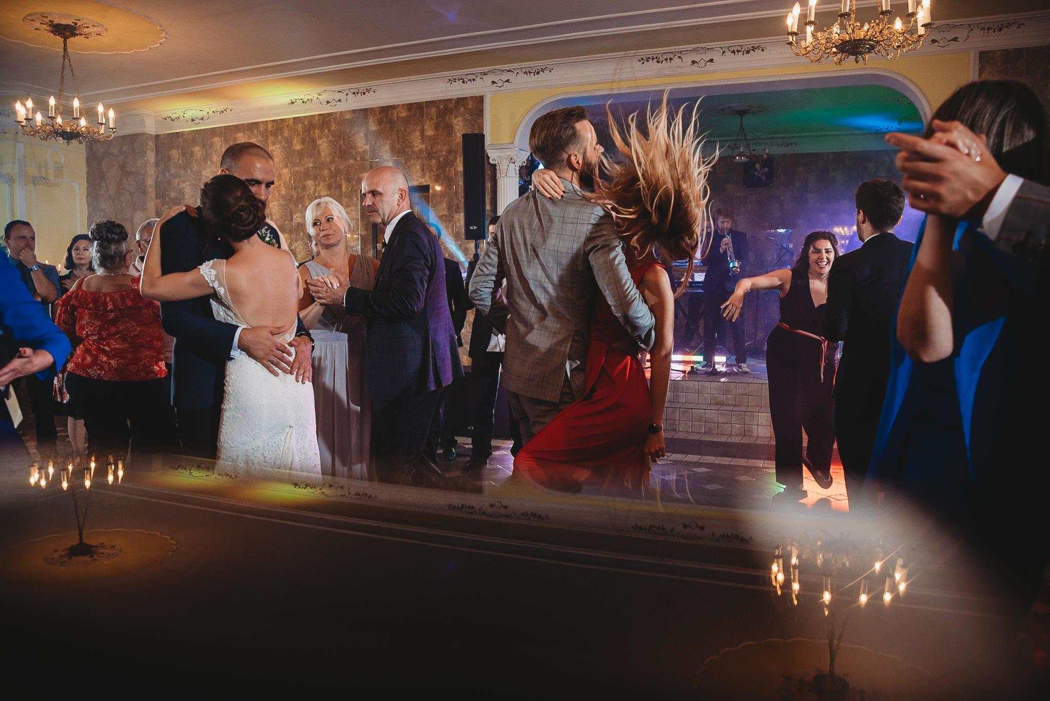 Płacz, łzy, śmiech, szał mieszanka wybuchowych emocji na niezapomnianym ślubie w Jaocinie| fotograf ślubny Konin 519
