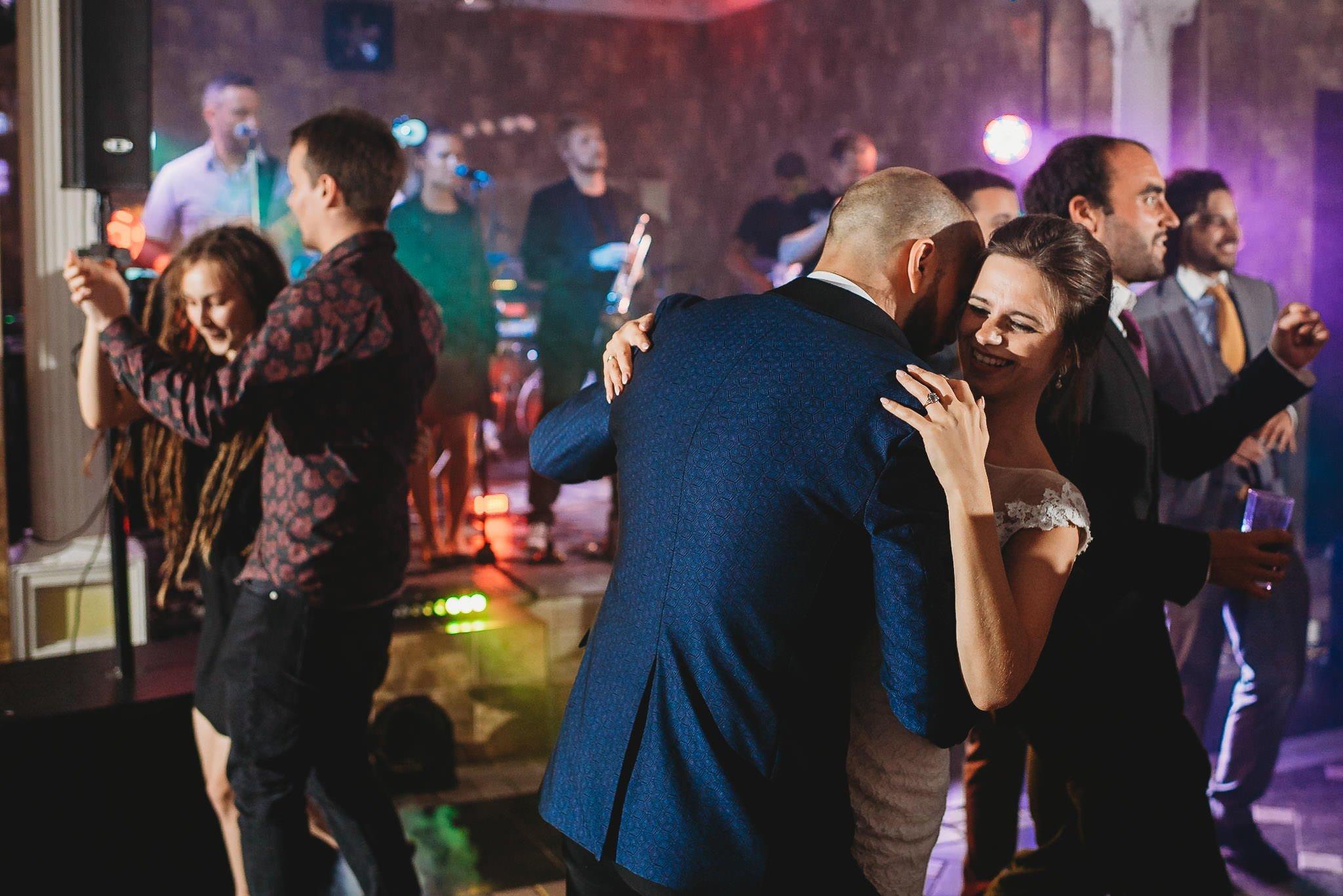 Płacz, łzy, śmiech, szał mieszanka wybuchowych emocji na niezapomnianym ślubie w Jaocinie| fotograf ślubny Konin 522