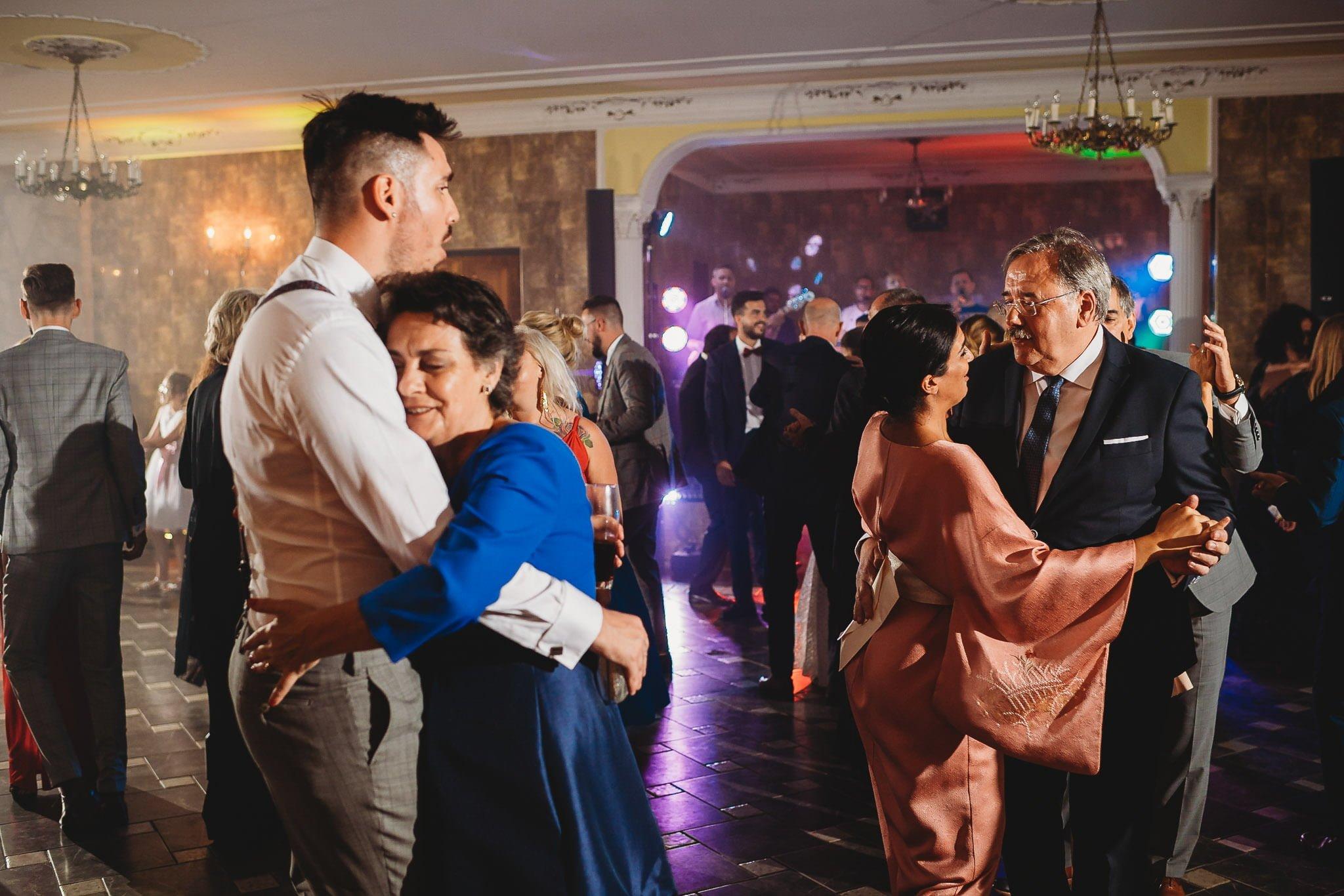 Płacz, łzy, śmiech, szał mieszanka wybuchowych emocji na niezapomnianym ślubie w Jaocinie| fotograf ślubny Konin 524