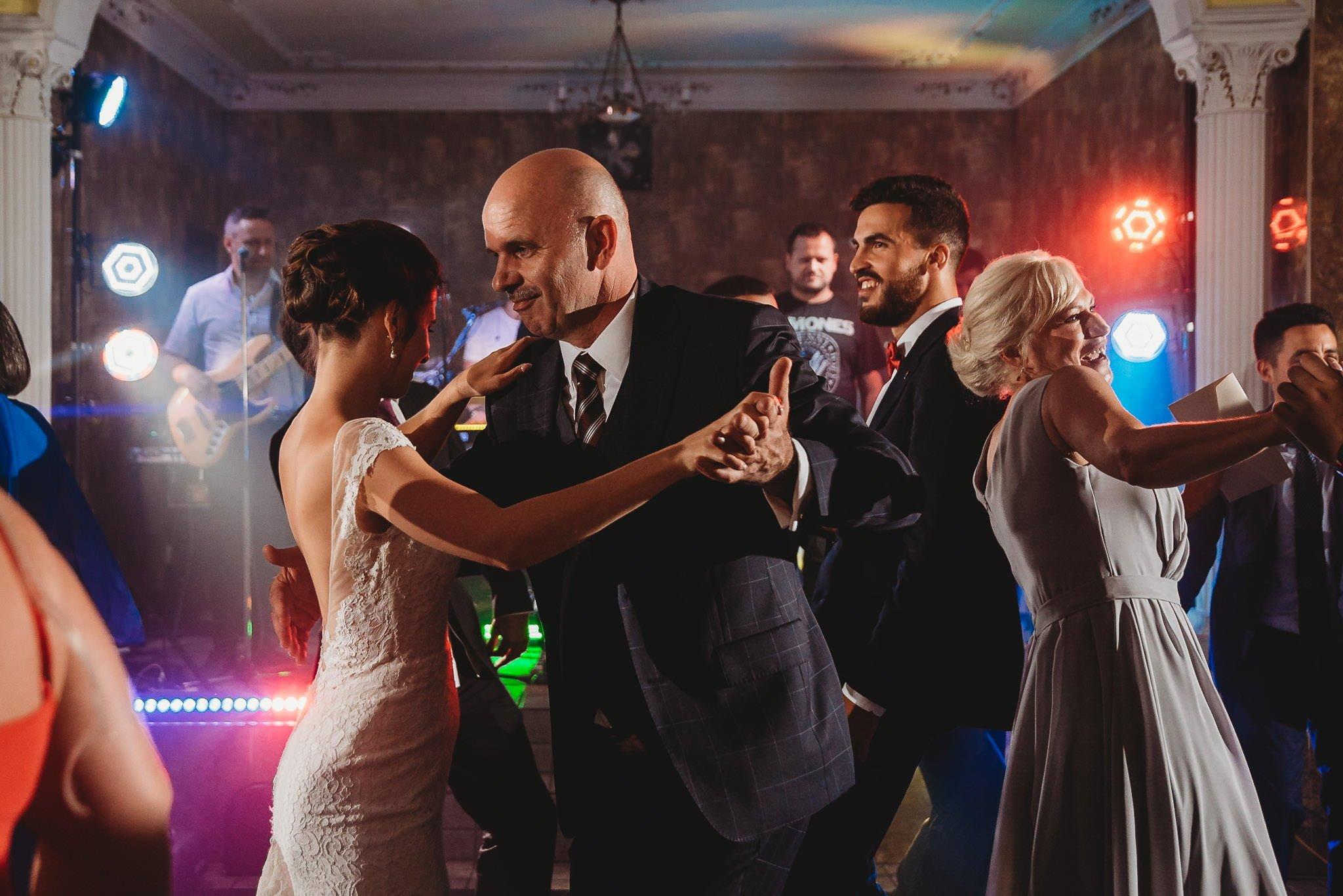 Płacz, łzy, śmiech, szał mieszanka wybuchowych emocji na niezapomnianym ślubie w Jaocinie| fotograf ślubny Konin 526