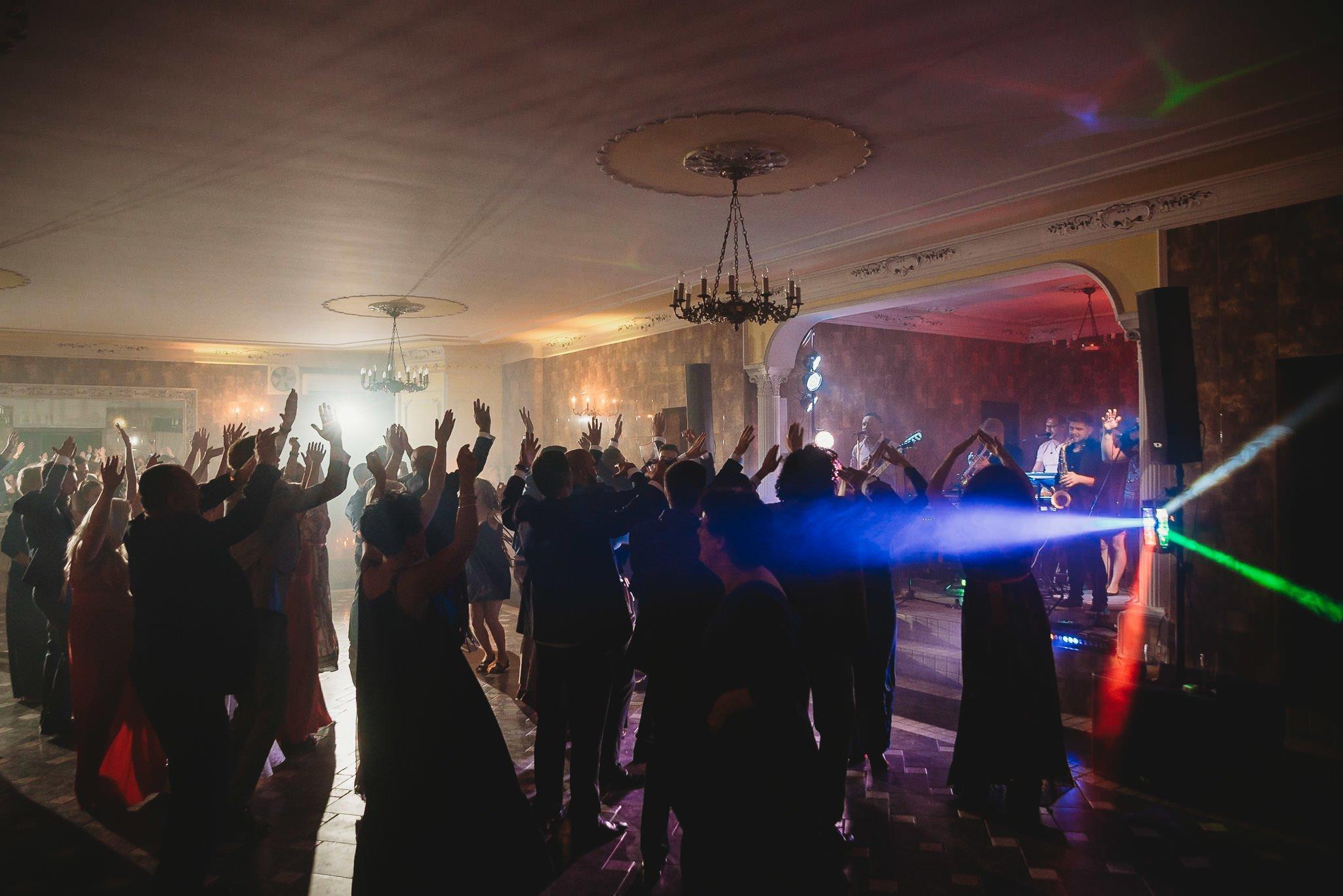 Płacz, łzy, śmiech, szał mieszanka wybuchowych emocji na niezapomnianym ślubie w Jaocinie| fotograf ślubny Konin 532