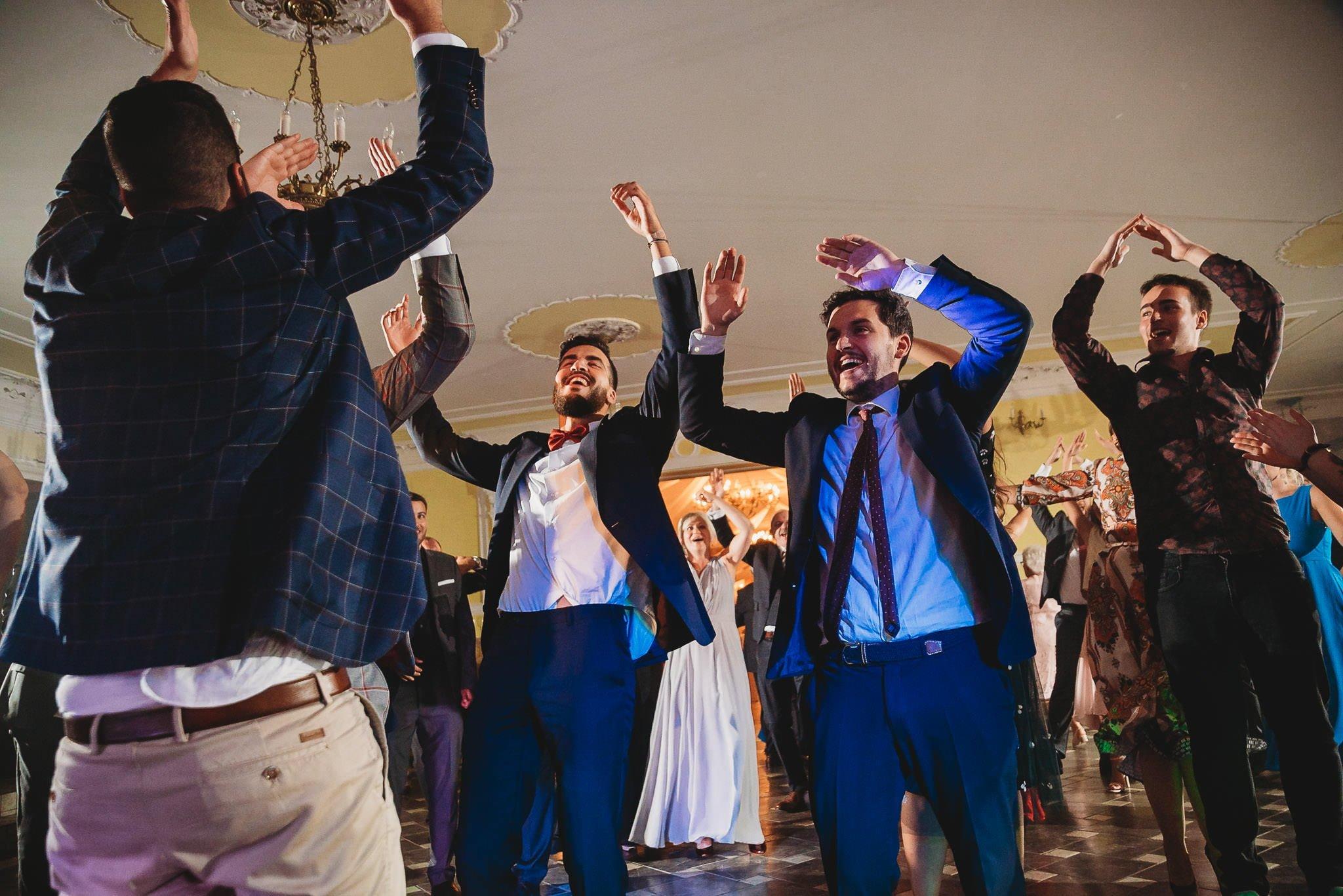 Płacz, łzy, śmiech, szał mieszanka wybuchowych emocji na niezapomnianym ślubie w Jaocinie| fotograf ślubny Konin 534