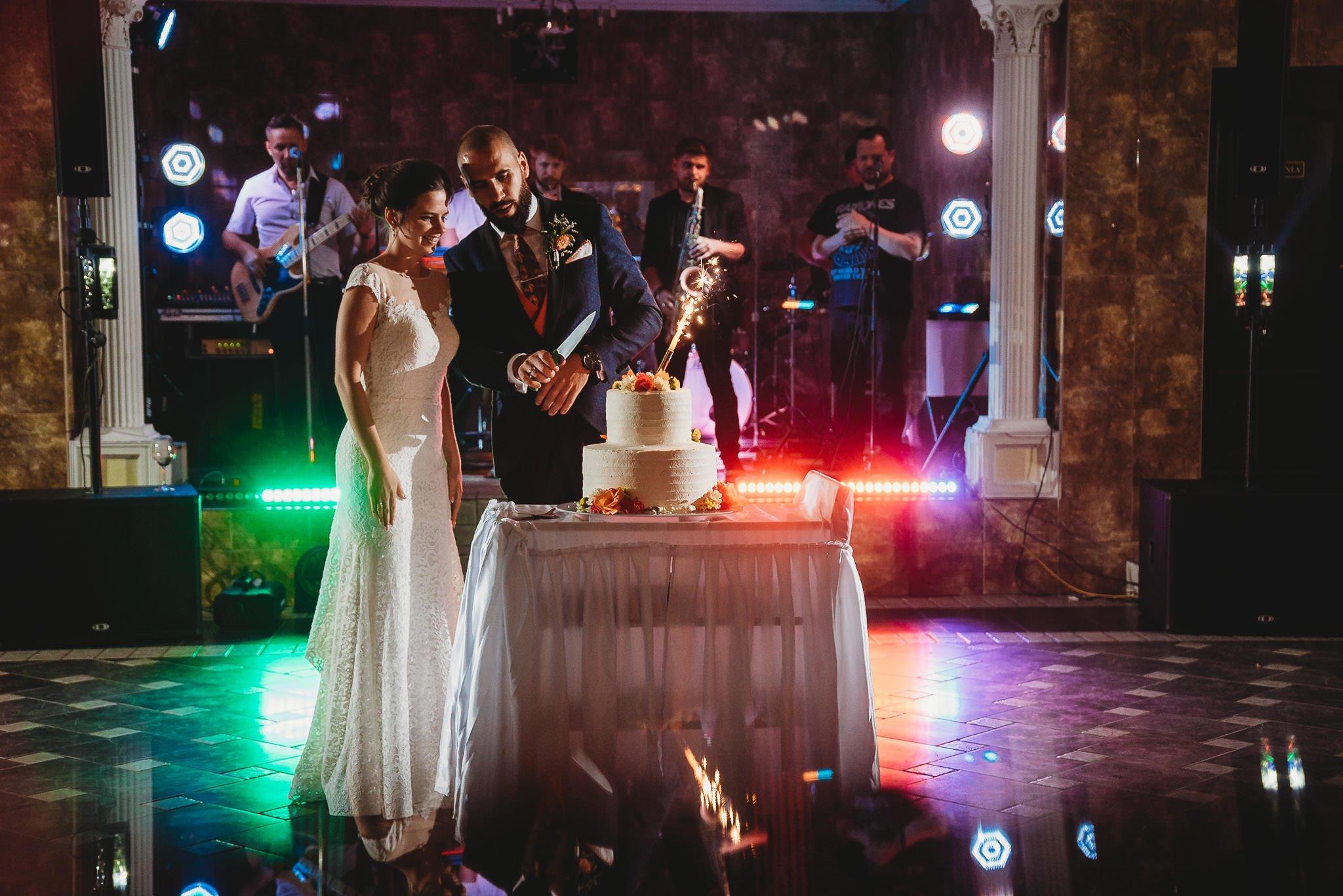 Płacz, łzy, śmiech, szał mieszanka wybuchowych emocji na niezapomnianym ślubie w Jaocinie| fotograf ślubny Konin 550