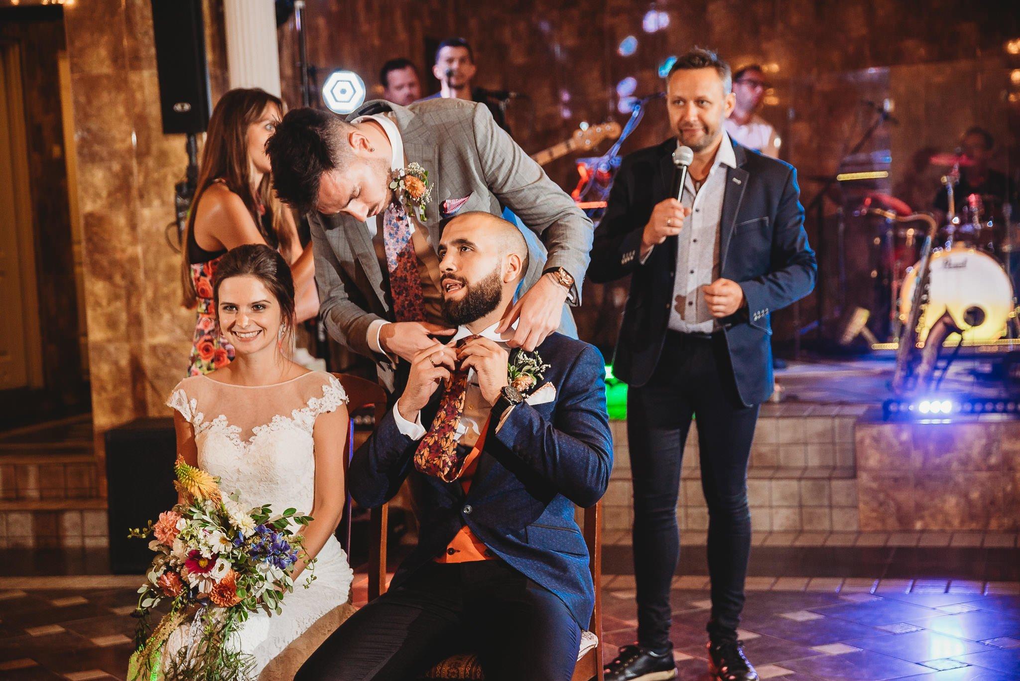 Płacz, łzy, śmiech, szał mieszanka wybuchowych emocji na niezapomnianym ślubie w Jaocinie| fotograf ślubny Konin 558