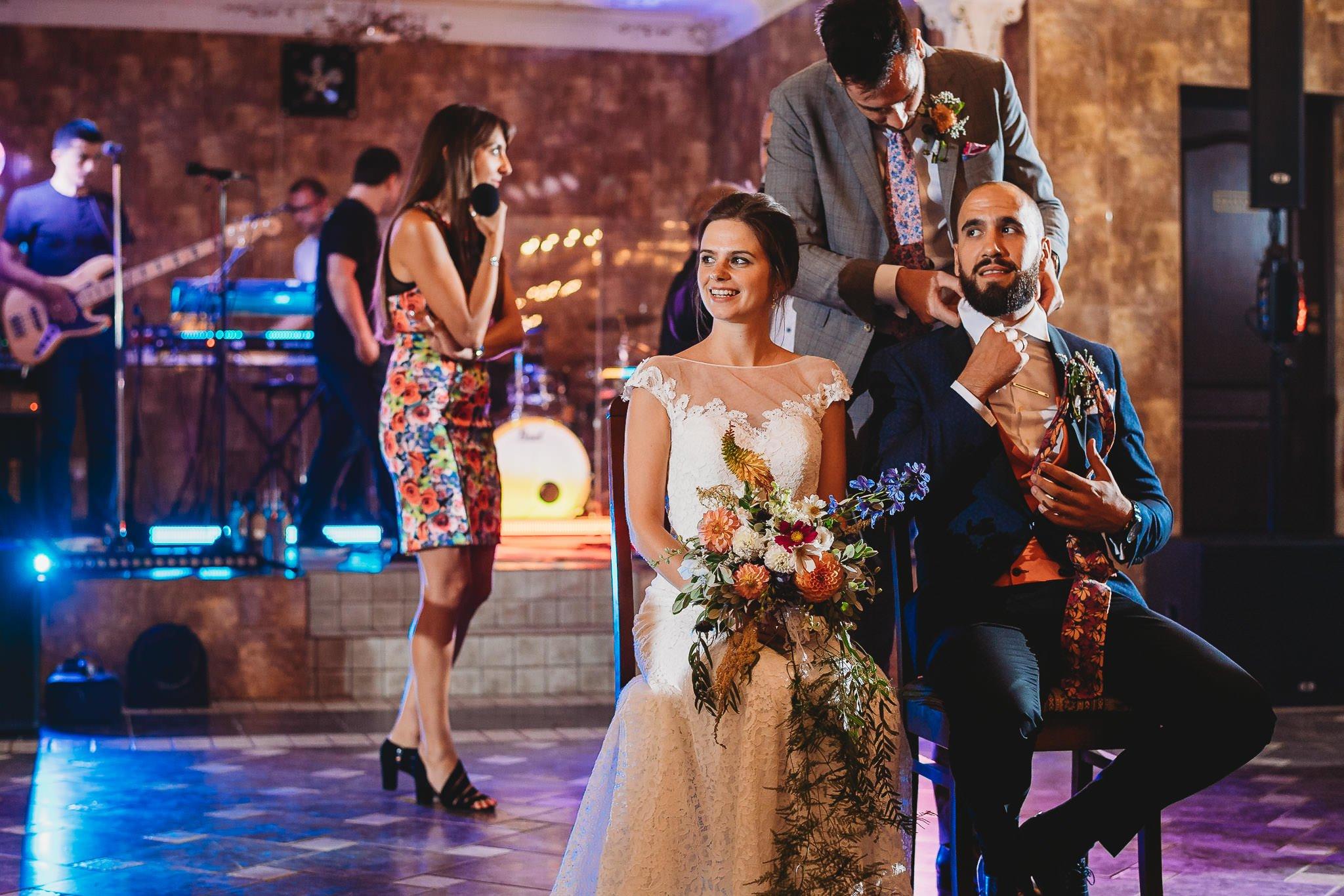 Płacz, łzy, śmiech, szał mieszanka wybuchowych emocji na niezapomnianym ślubie w Jaocinie| fotograf ślubny Konin 560