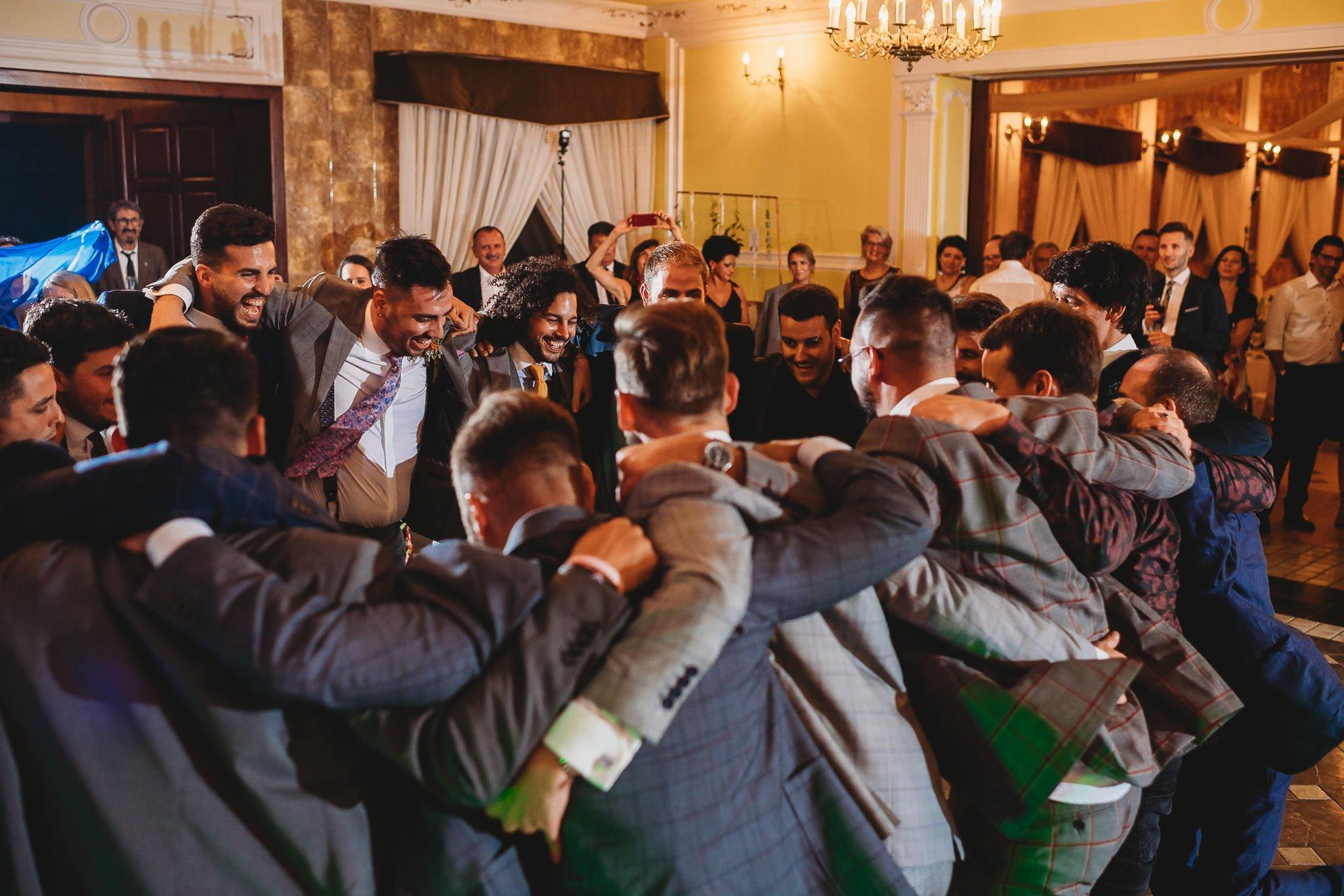Płacz, łzy, śmiech, szał mieszanka wybuchowych emocji na niezapomnianym ślubie w Jaocinie| fotograf ślubny Konin 568