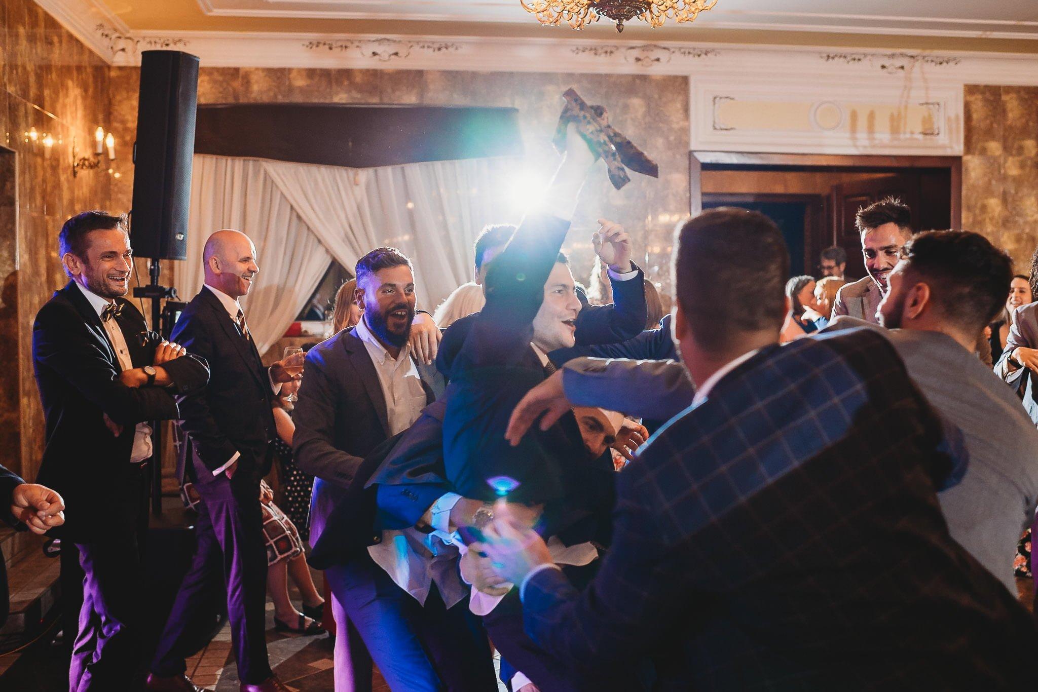 Płacz, łzy, śmiech, szał mieszanka wybuchowych emocji na niezapomnianym ślubie w Jaocinie| fotograf ślubny Konin 572