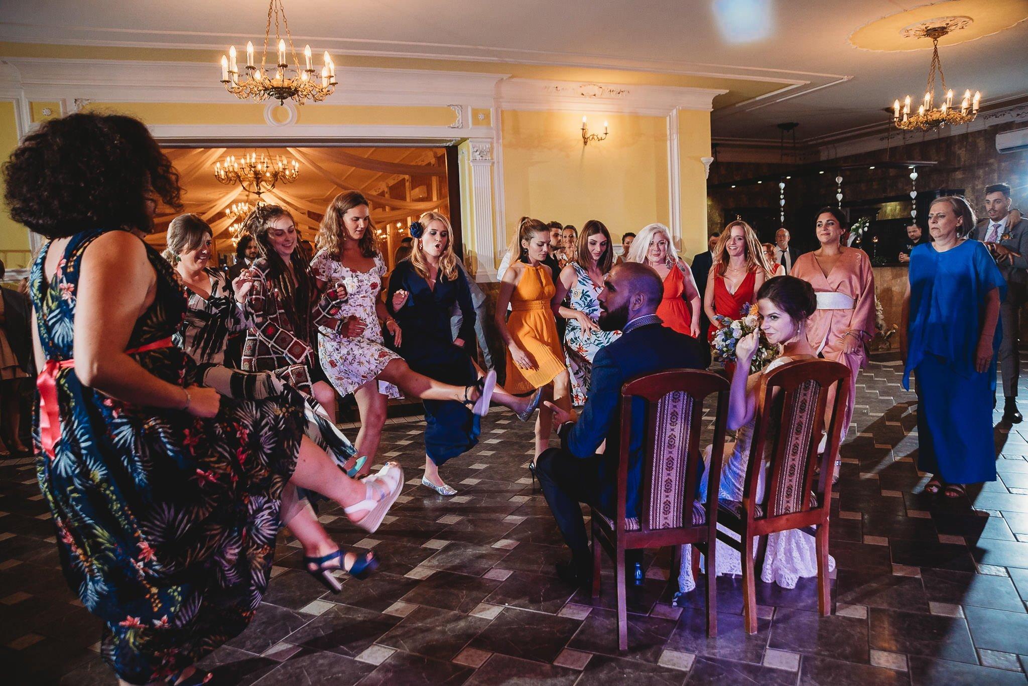 Płacz, łzy, śmiech, szał mieszanka wybuchowych emocji na niezapomnianym ślubie w Jaocinie| fotograf ślubny Konin 574