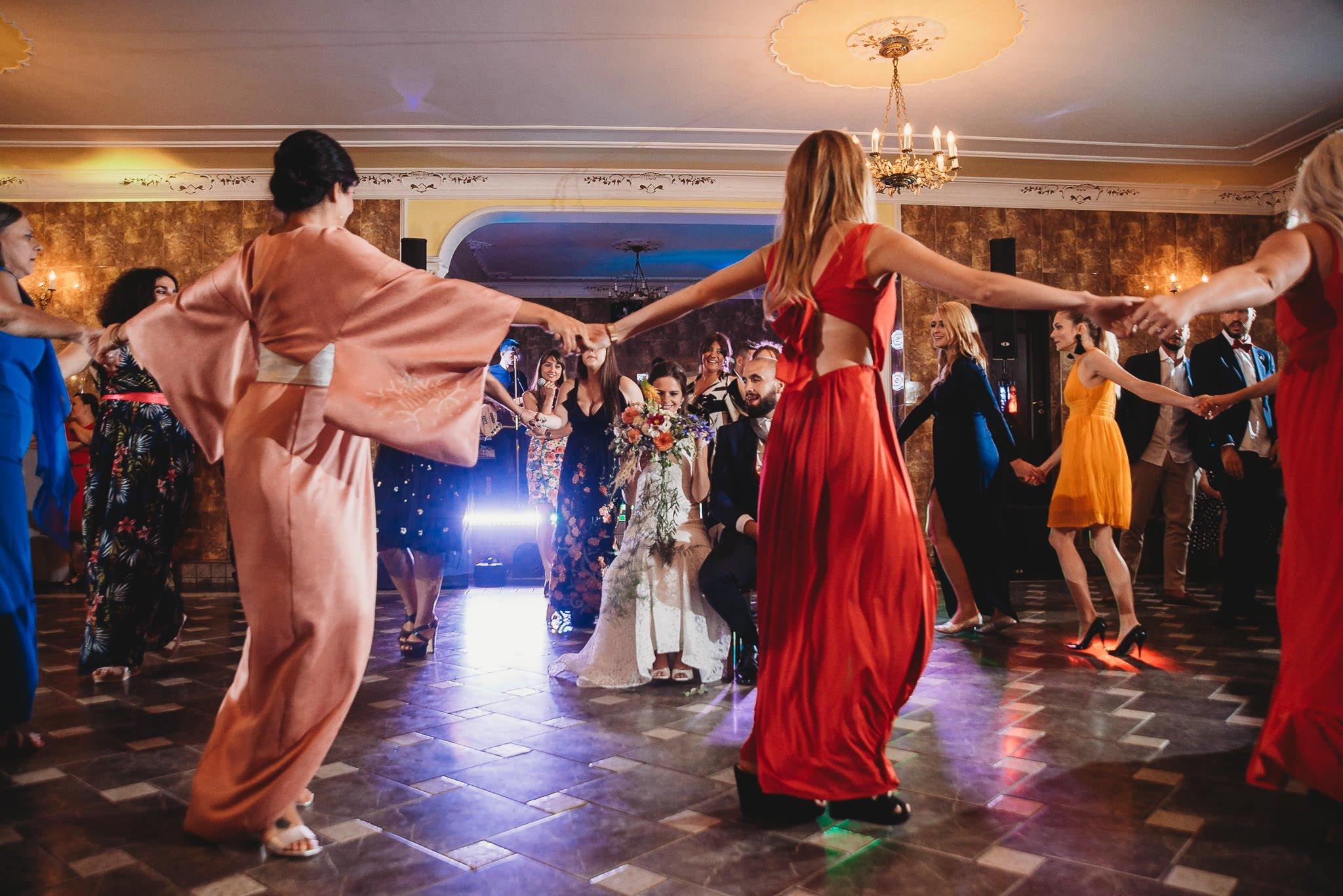 Płacz, łzy, śmiech, szał mieszanka wybuchowych emocji na niezapomnianym ślubie w Jaocinie| fotograf ślubny Konin 579