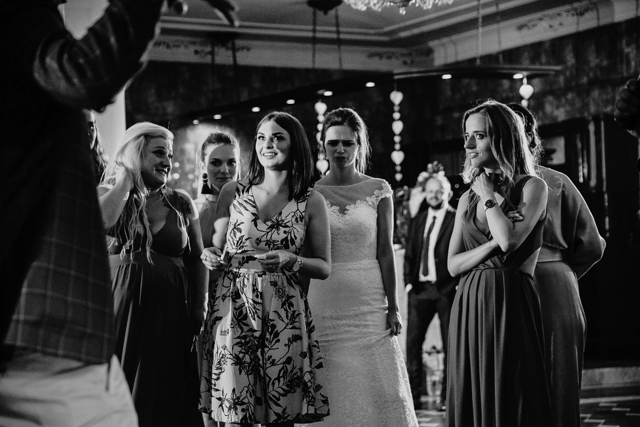 Płacz, łzy, śmiech, szał mieszanka wybuchowych emocji na niezapomnianym ślubie w Jaocinie| fotograf ślubny Konin 598