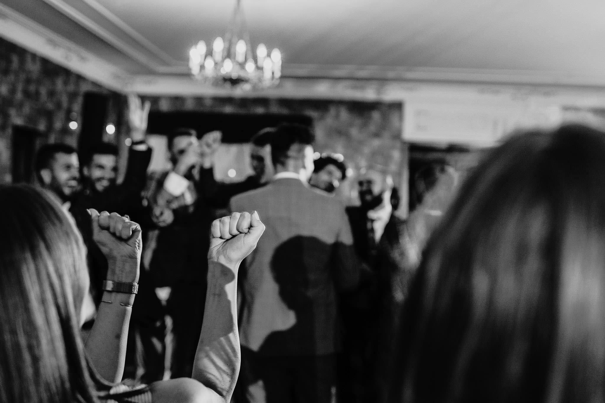 Płacz, łzy, śmiech, szał mieszanka wybuchowych emocji na niezapomnianym ślubie w Jaocinie| fotograf ślubny Konin 600