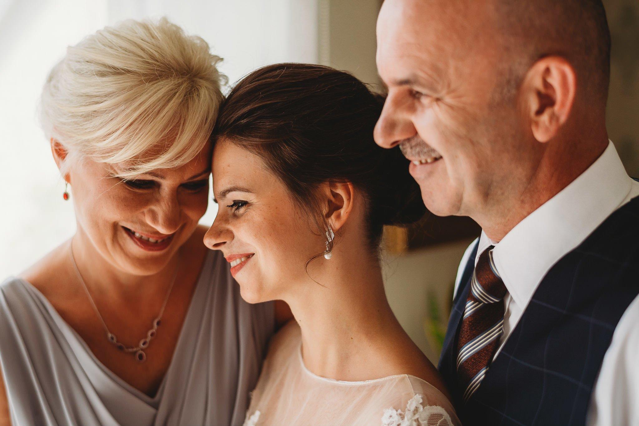 Płacz, łzy, śmiech, szał mieszanka wybuchowych emocji na niezapomnianym ślubie w Jaocinie| fotograf ślubny Konin 57