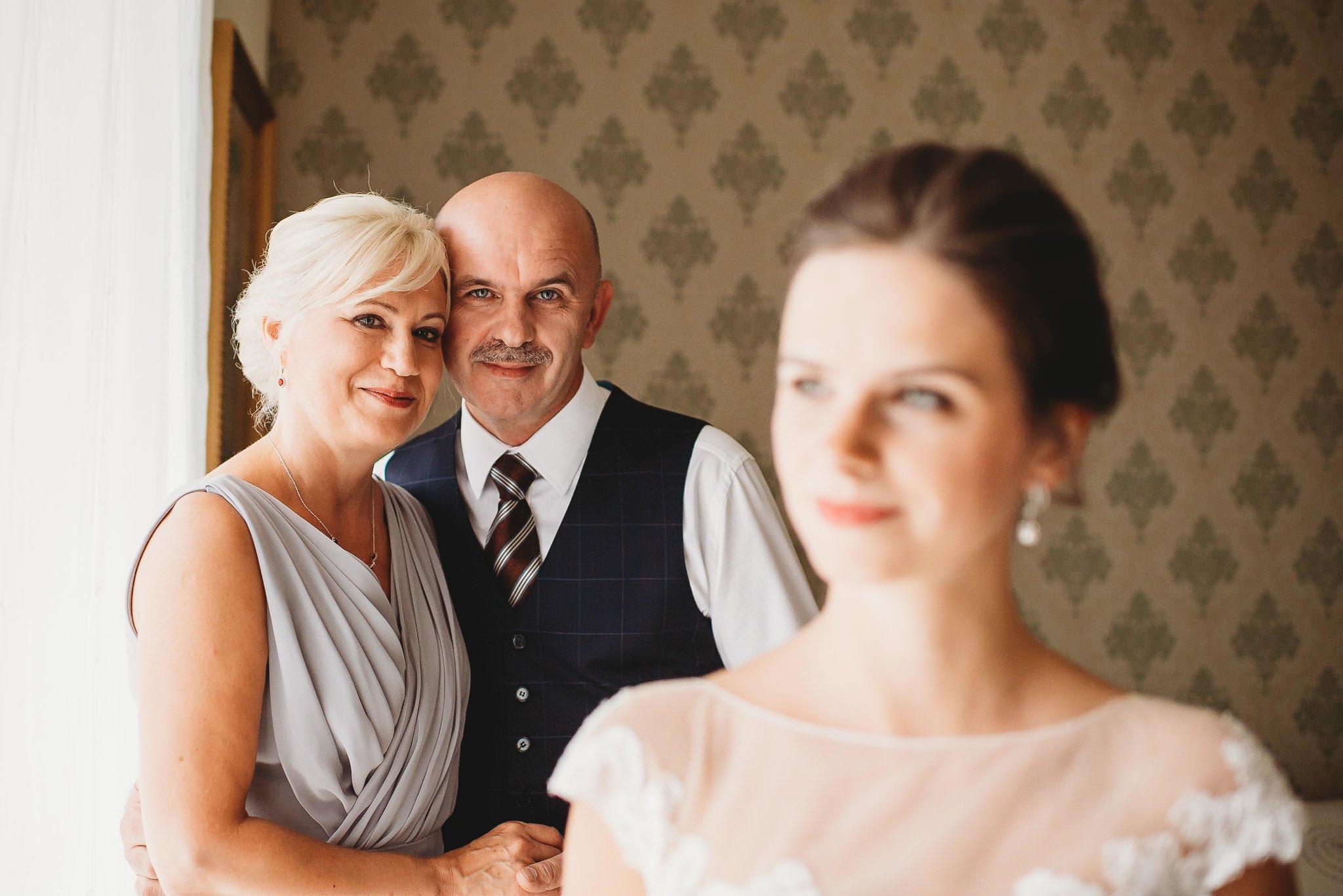 Płacz, łzy, śmiech, szał mieszanka wybuchowych emocji na niezapomnianym ślubie w Jaocinie| fotograf ślubny Konin 61