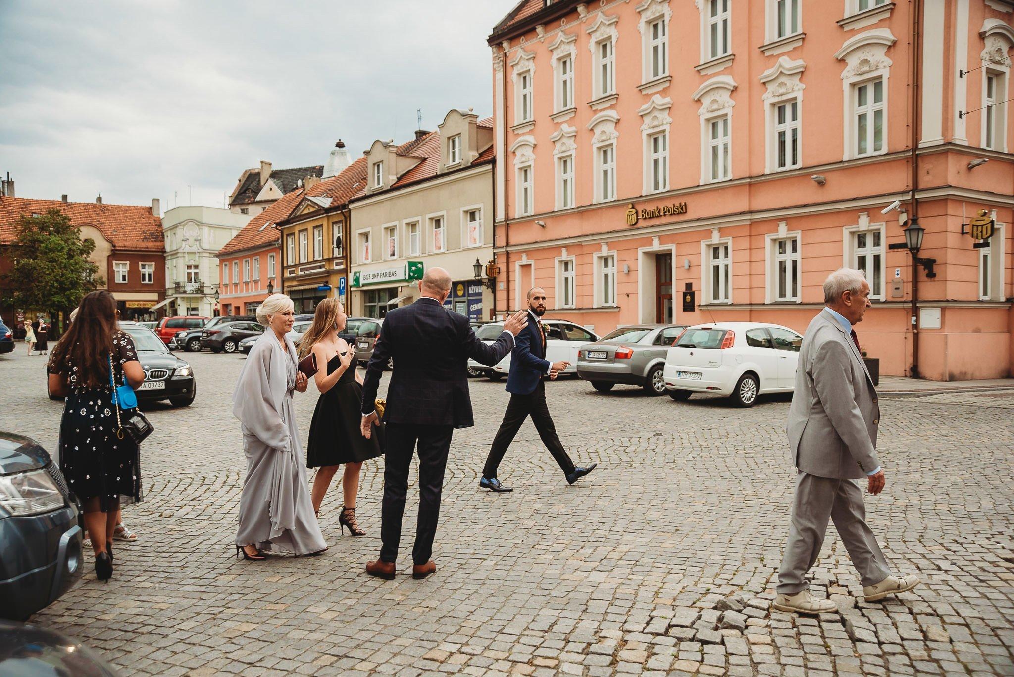 Płacz, łzy, śmiech, szał mieszanka wybuchowych emocji na niezapomnianym ślubie w Jaocinie| fotograf ślubny Konin 73