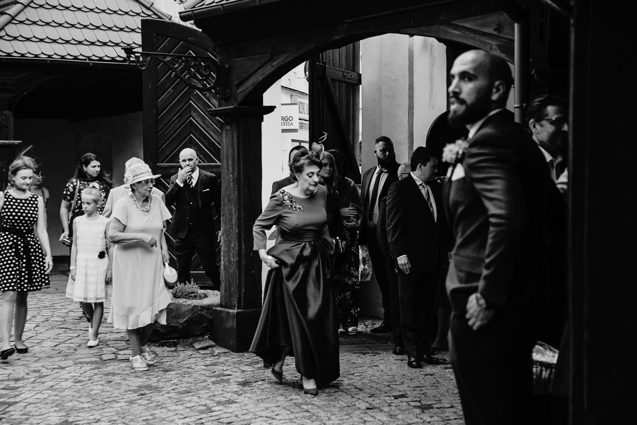 Płacz, łzy, śmiech, szał mieszanka wybuchowych emocji na niezapomnianym ślubie w Jaocinie| fotograf ślubny Konin 79