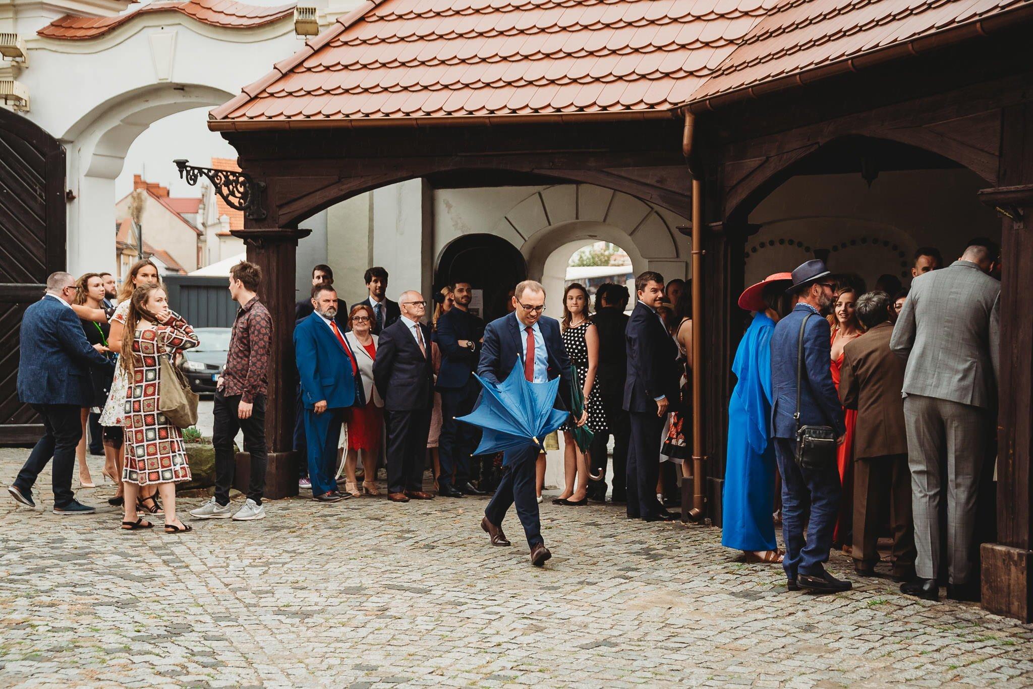 Płacz, łzy, śmiech, szał mieszanka wybuchowych emocji na niezapomnianym ślubie w Jaocinie| fotograf ślubny Konin 83
