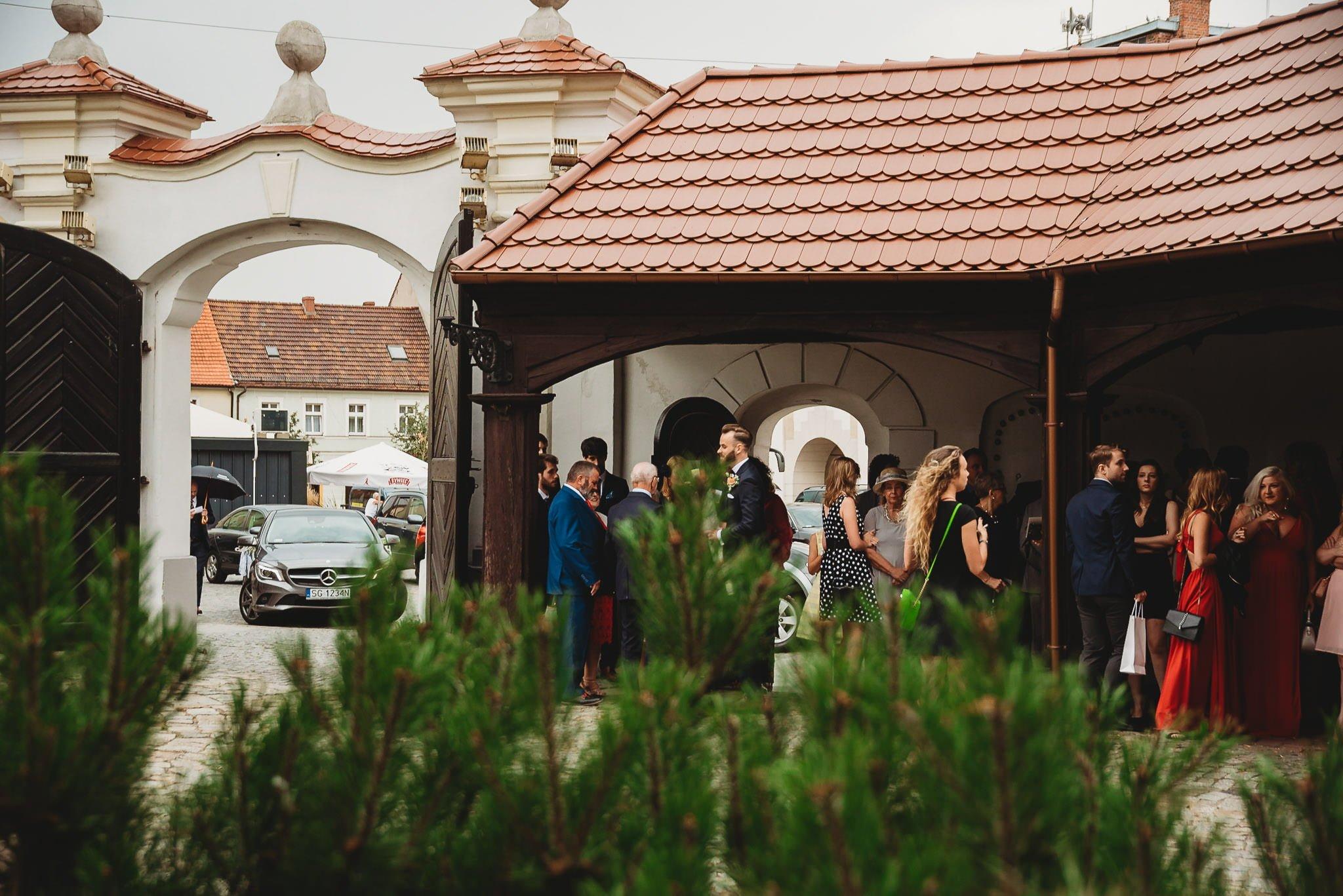 Płacz, łzy, śmiech, szał mieszanka wybuchowych emocji na niezapomnianym ślubie w Jaocinie| fotograf ślubny Konin 87