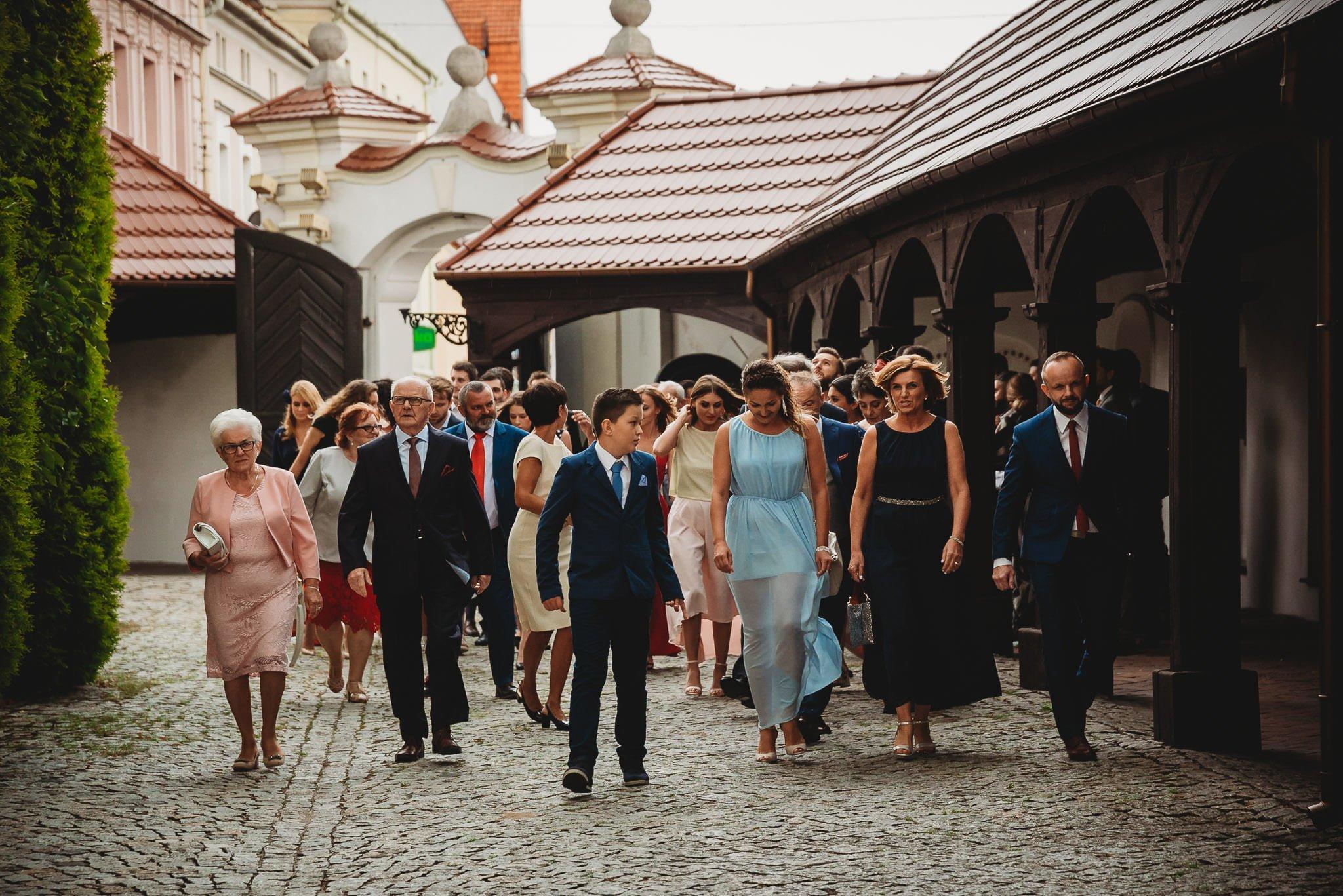 Płacz, łzy, śmiech, szał mieszanka wybuchowych emocji na niezapomnianym ślubie w Jaocinie| fotograf ślubny Konin 93