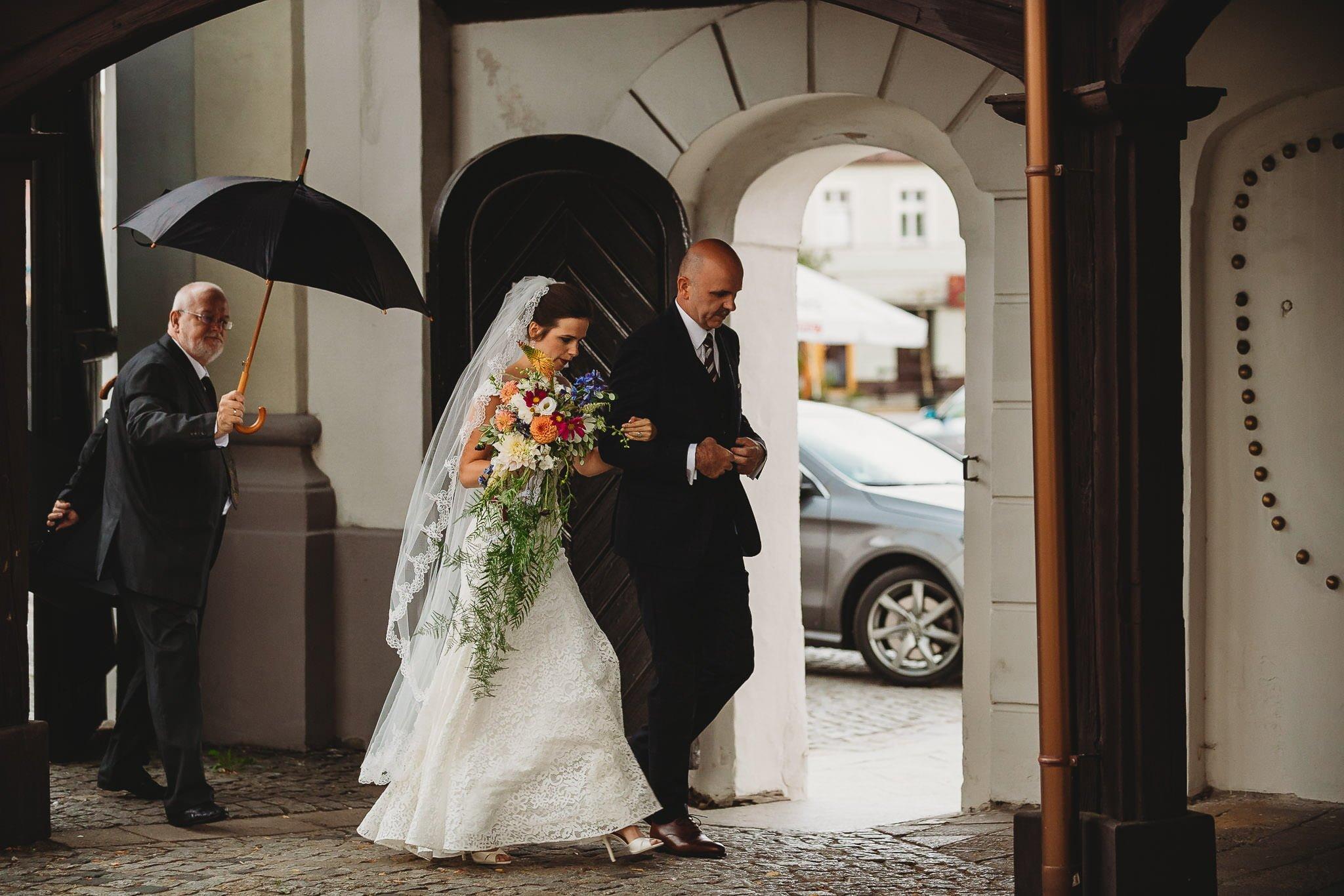 Płacz, łzy, śmiech, szał mieszanka wybuchowych emocji na niezapomnianym ślubie w Jaocinie| fotograf ślubny Konin 99