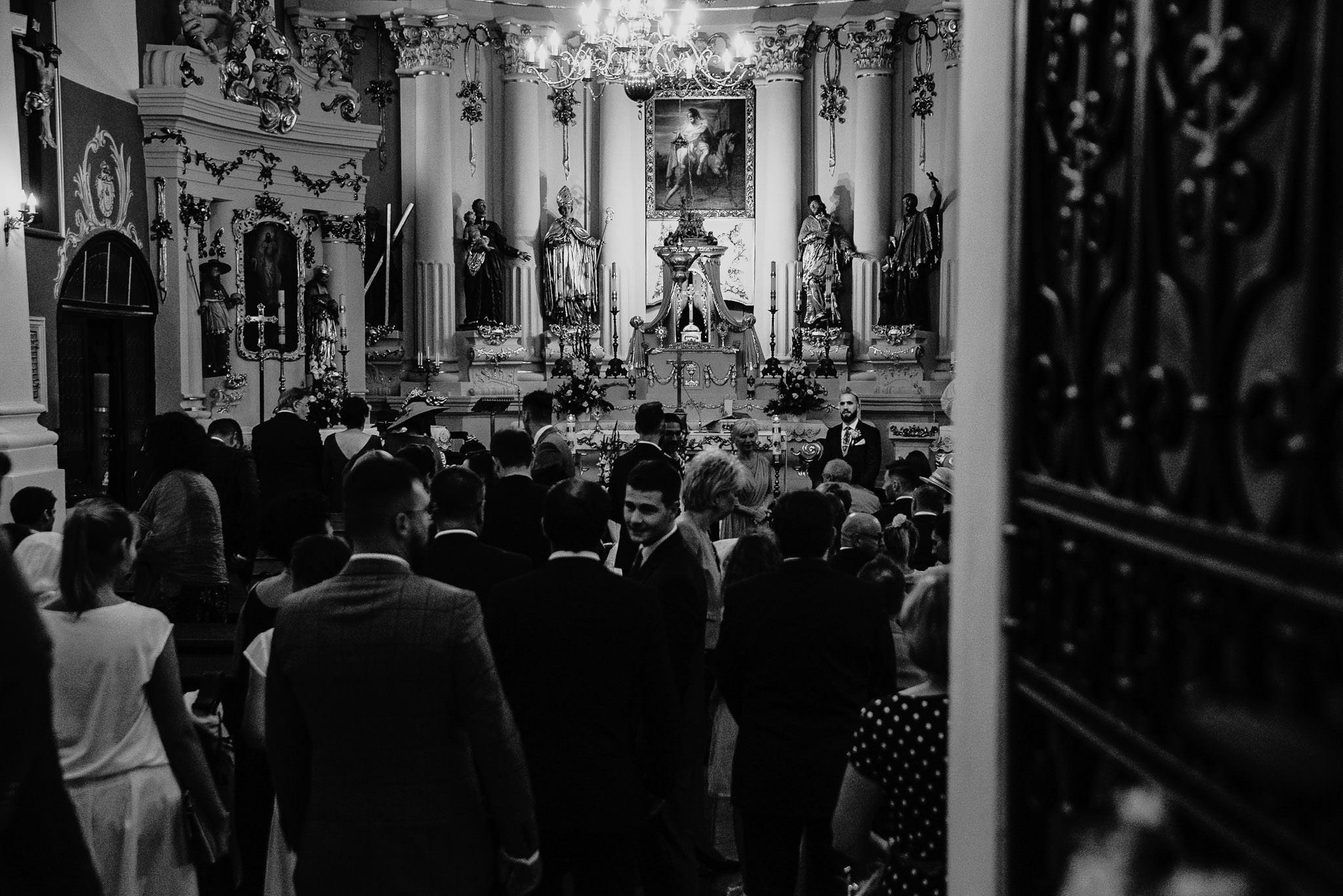 Płacz, łzy, śmiech, szał mieszanka wybuchowych emocji na niezapomnianym ślubie w Jaocinie| fotograf ślubny Konin 103