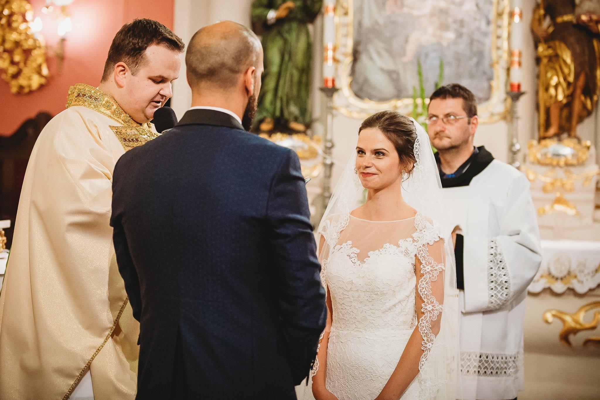 Płacz, łzy, śmiech, szał mieszanka wybuchowych emocji na niezapomnianym ślubie w Jaocinie| fotograf ślubny Konin 139