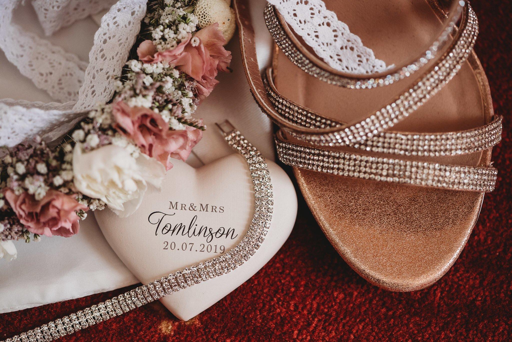 dodatki ślubne, biżuteria, buty panny młodej