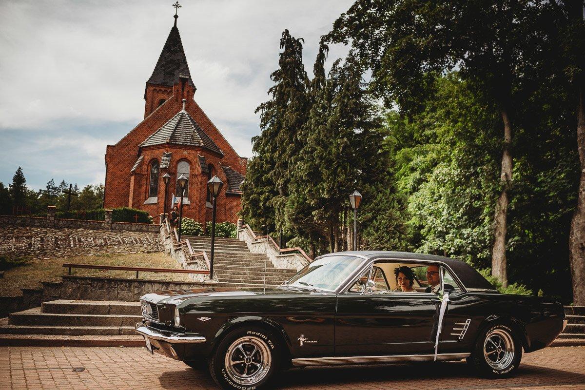 Mustangiem do ślubu! Plener ślubny Asi i Tomka - Kolorowe Jeziorka. 51