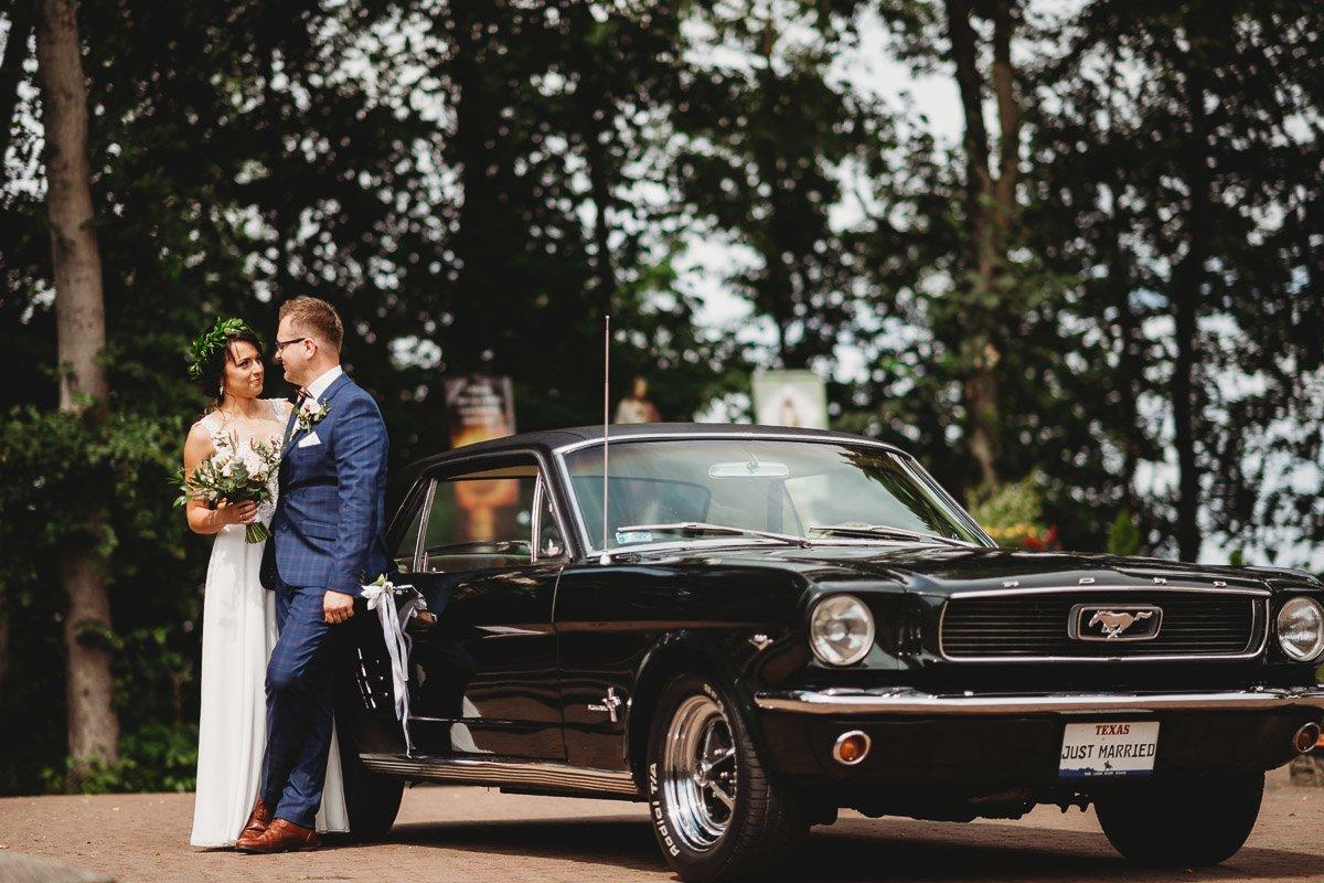 Mustangiem do ślubu! Plener ślubny Asi i Tomka - Kolorowe Jeziorka. 59