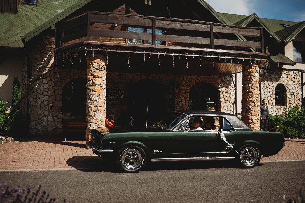 Mustangiem do ślubu! Plener ślubny Asi i Tomka - Kolorowe Jeziorka. 121
