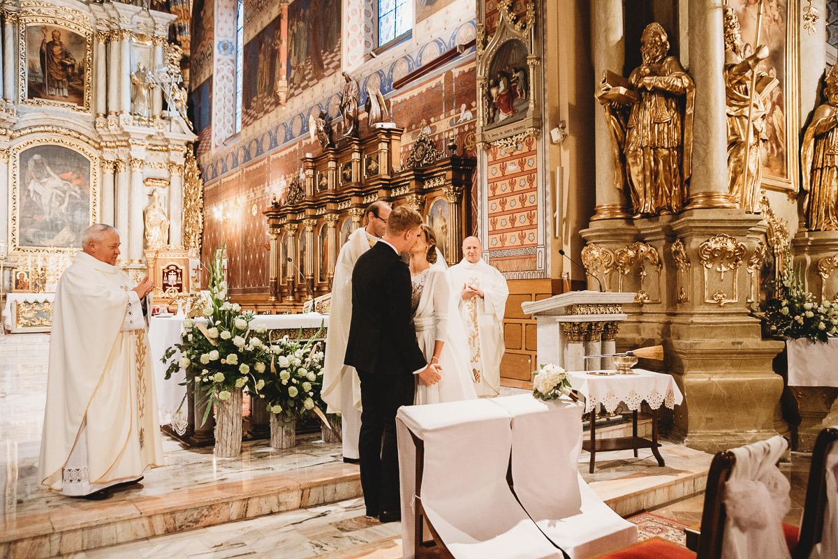 Dorota i Tomasz-wesele Hotel Kristoff Kalisz, sesja ślubna w Lubiążu 161
