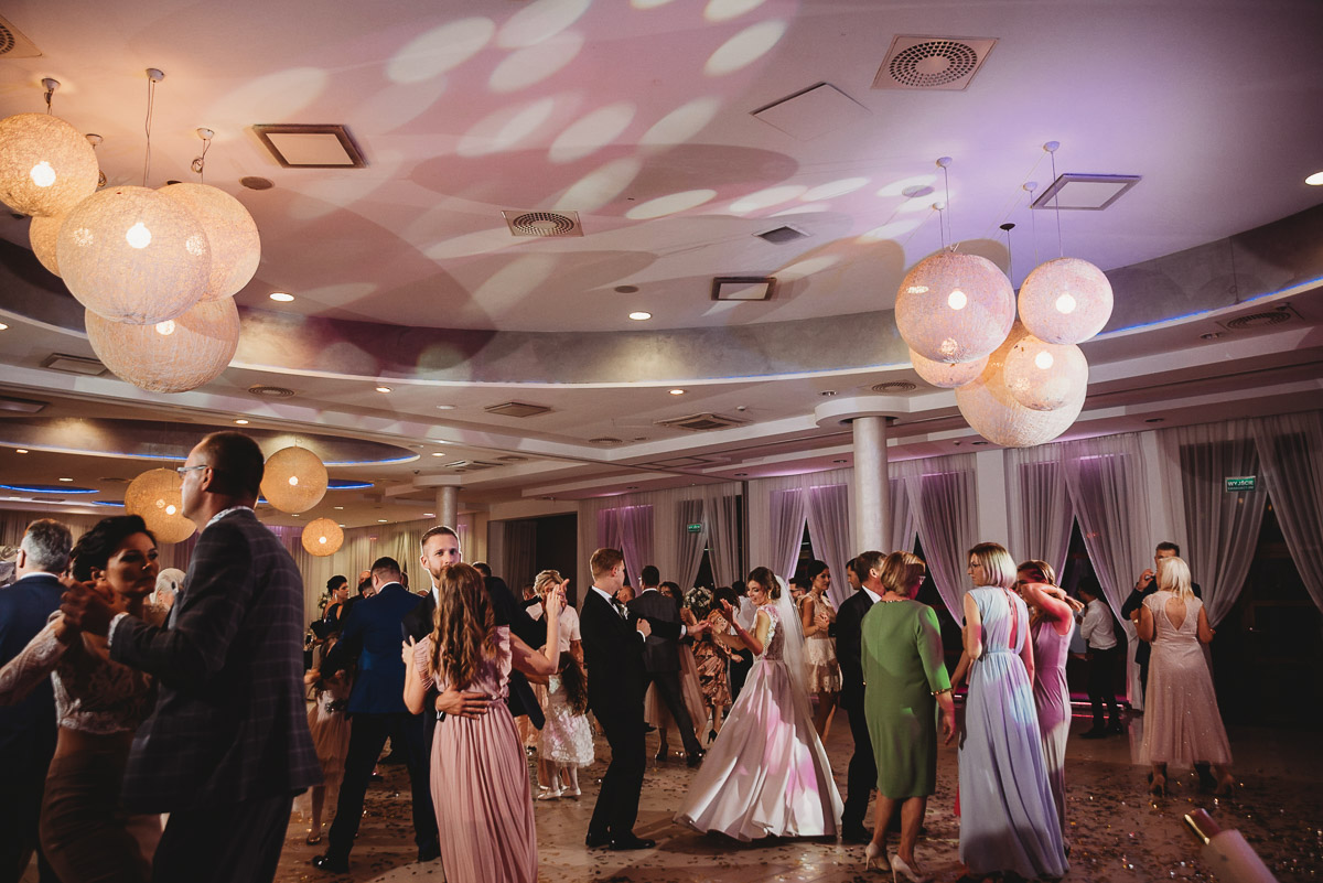 Dorota i Tomasz-wesele Hotel Kristoff Kalisz, sesja ślubna w Lubiążu 233