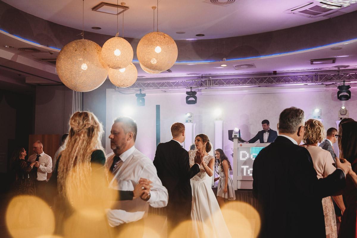 Dorota i Tomasz-wesele Hotel Kristoff Kalisz, sesja ślubna w Lubiążu 263