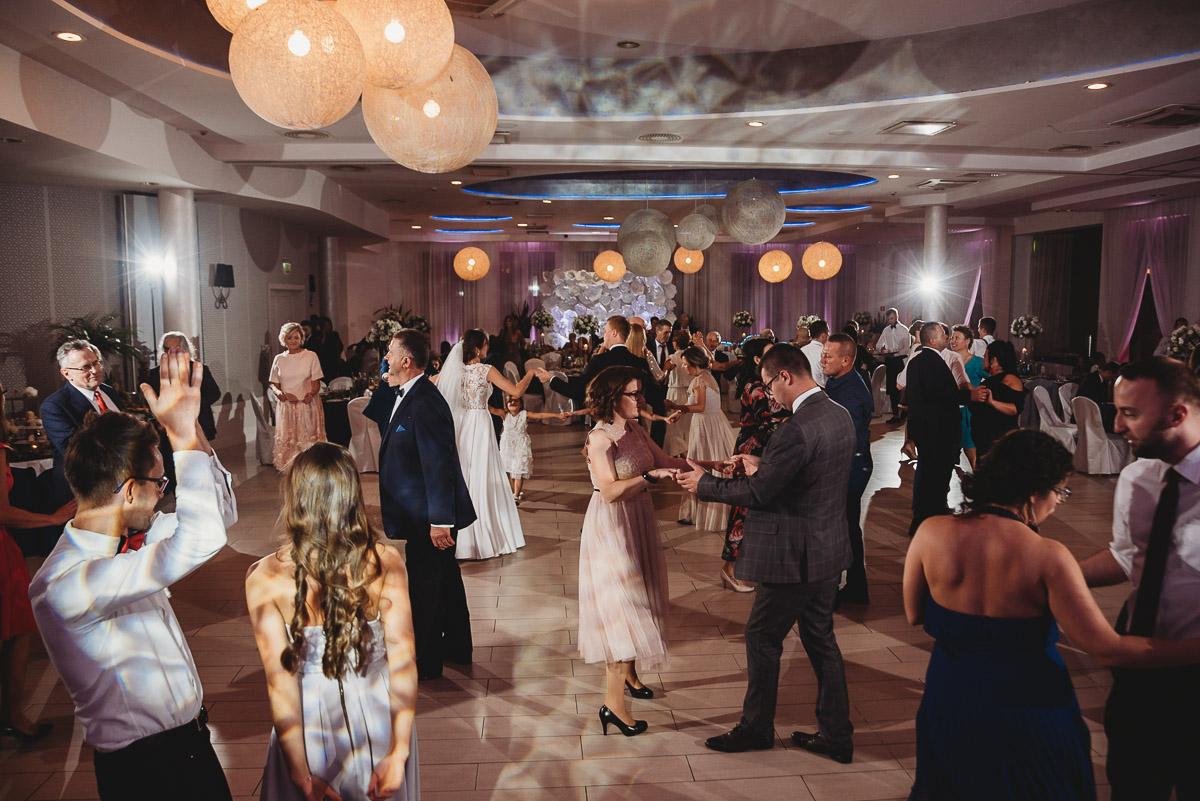 Dorota i Tomasz-wesele Hotel Kristoff Kalisz, sesja ślubna w Lubiążu 279