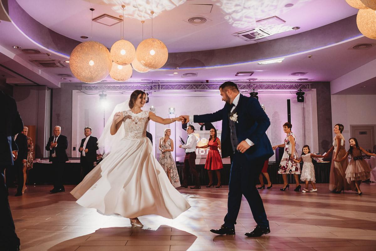 Dorota i Tomasz-wesele Hotel Kristoff Kalisz, sesja ślubna w Lubiążu 297