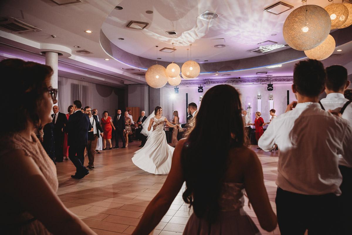 Dorota i Tomasz-wesele Hotel Kristoff Kalisz, sesja ślubna w Lubiążu 299