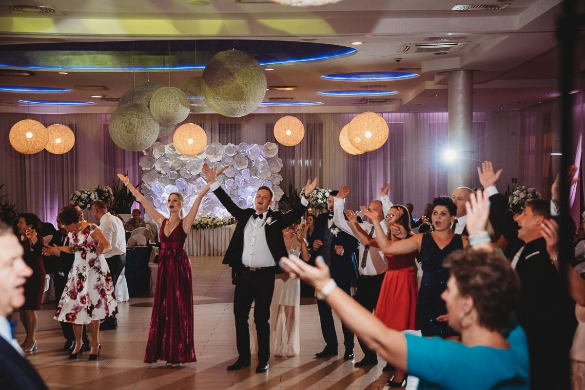 Dorota i Tomasz-wesele Hotel Kristoff Kalisz, sesja ślubna w Lubiążu 333