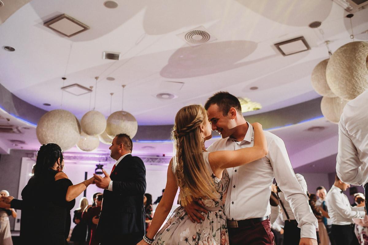 Dorota i Tomasz-wesele Hotel Kristoff Kalisz, sesja ślubna w Lubiążu 383