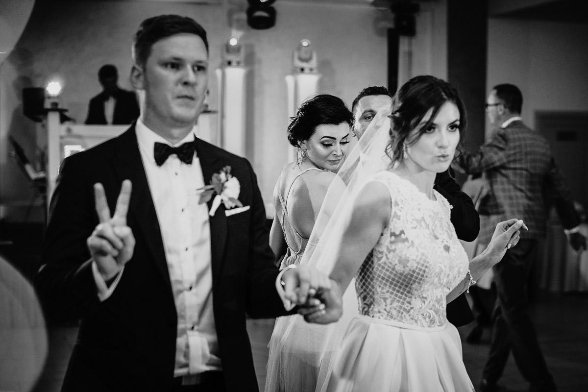 Dorota i Tomasz-wesele Hotel Kristoff Kalisz, sesja ślubna w Lubiążu 319