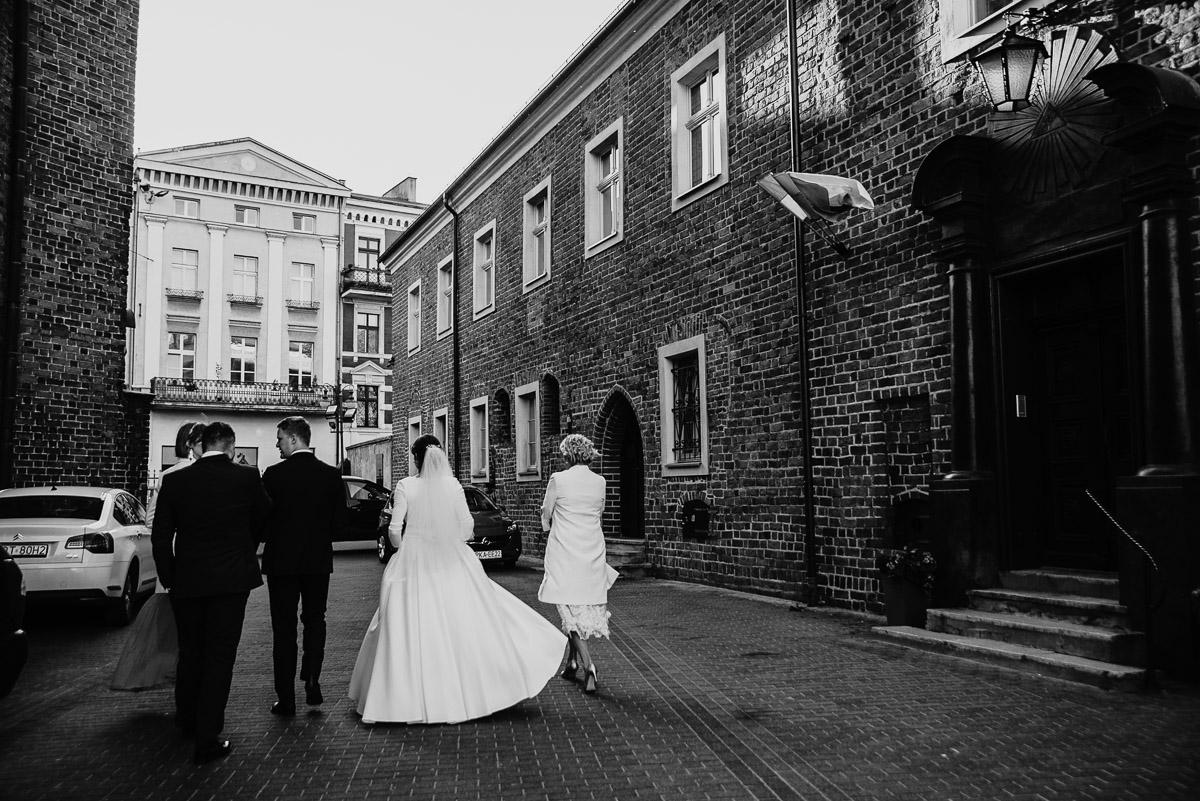 Dorota i Tomasz-wesele Hotel Kristoff Kalisz, sesja ślubna w Lubiążu 109