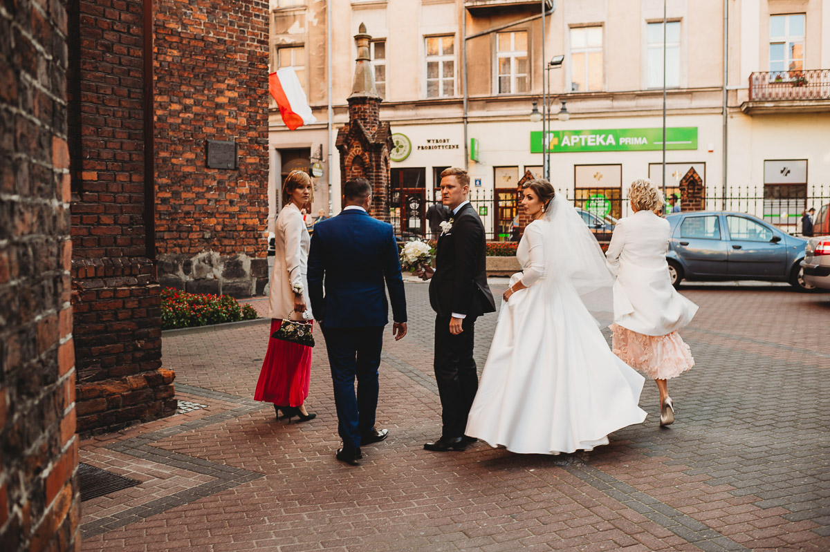 Dorota i Tomasz-wesele Hotel Kristoff Kalisz, sesja ślubna w Lubiążu 111