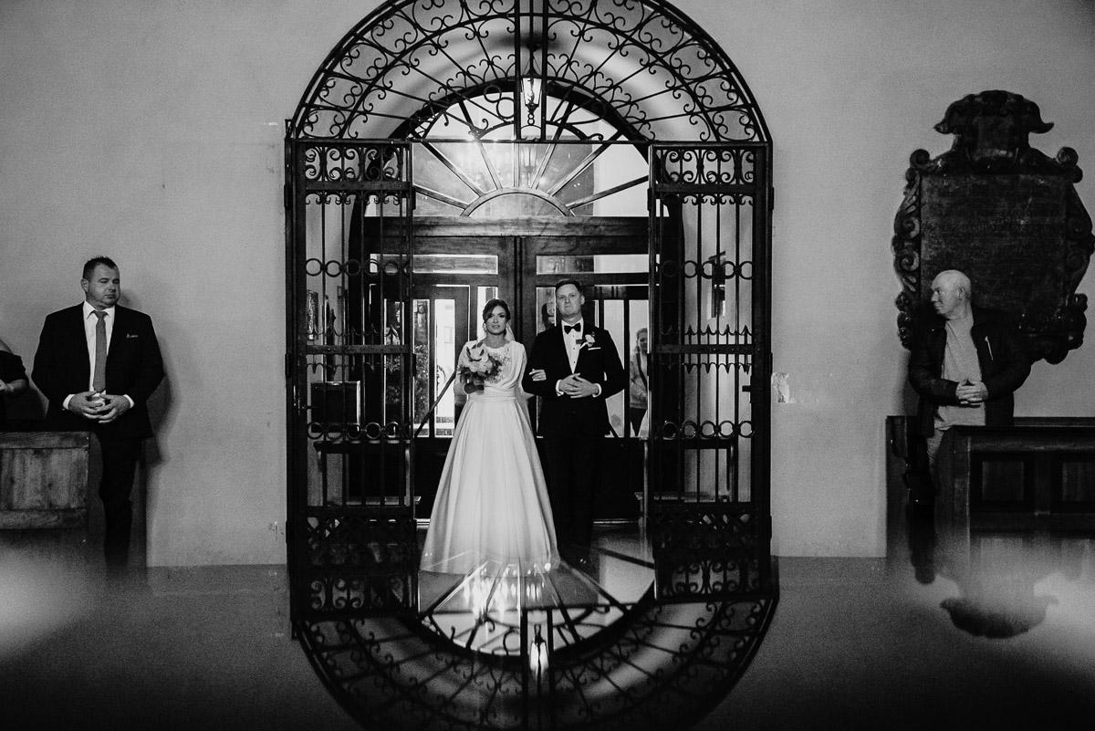 Dorota i Tomasz-wesele Hotel Kristoff Kalisz, sesja ślubna w Lubiążu 123