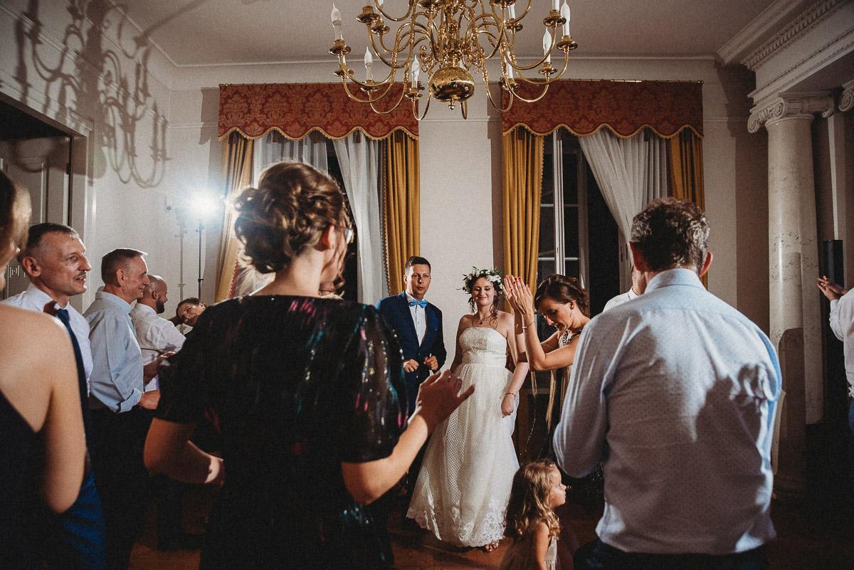 Ślub plenerowy Ani i Mateusza w Pałacu w Gułtowach koło Poznania 342
