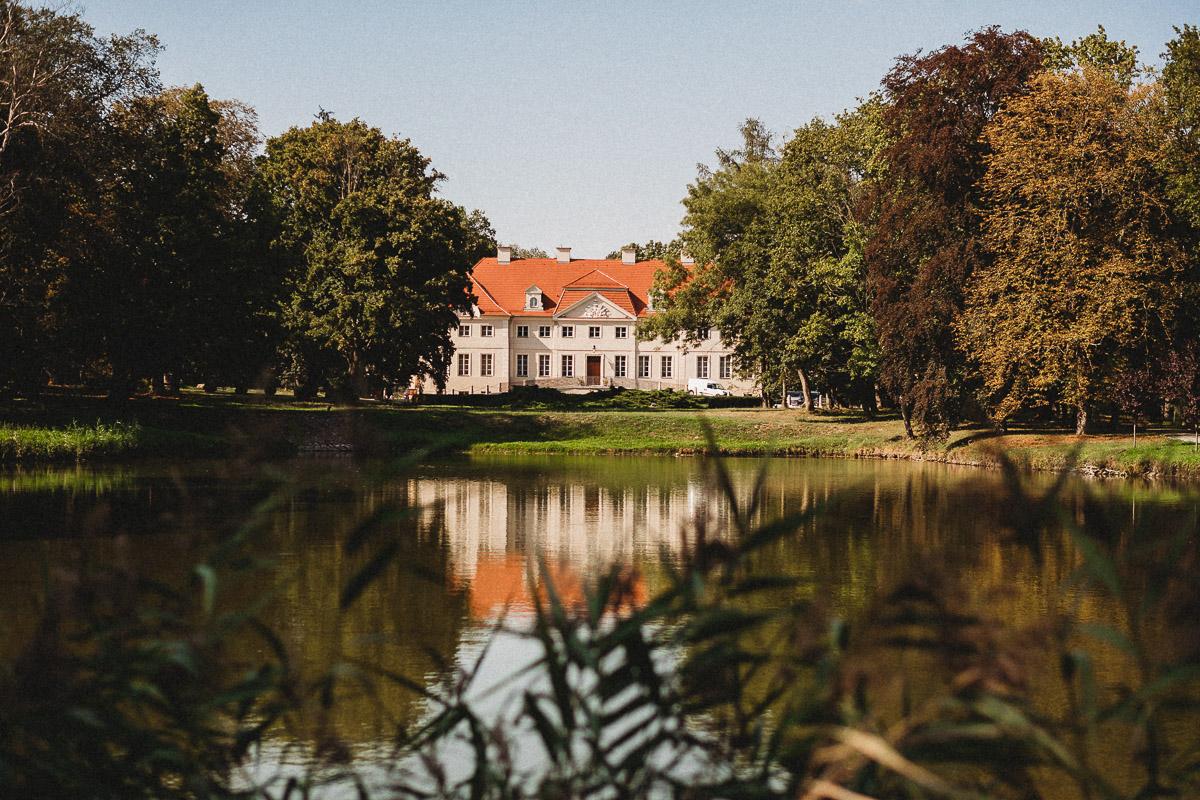 Ślub plenerowy Ani i Mateusza w Pałacu w Gułtowach koło Poznania 1